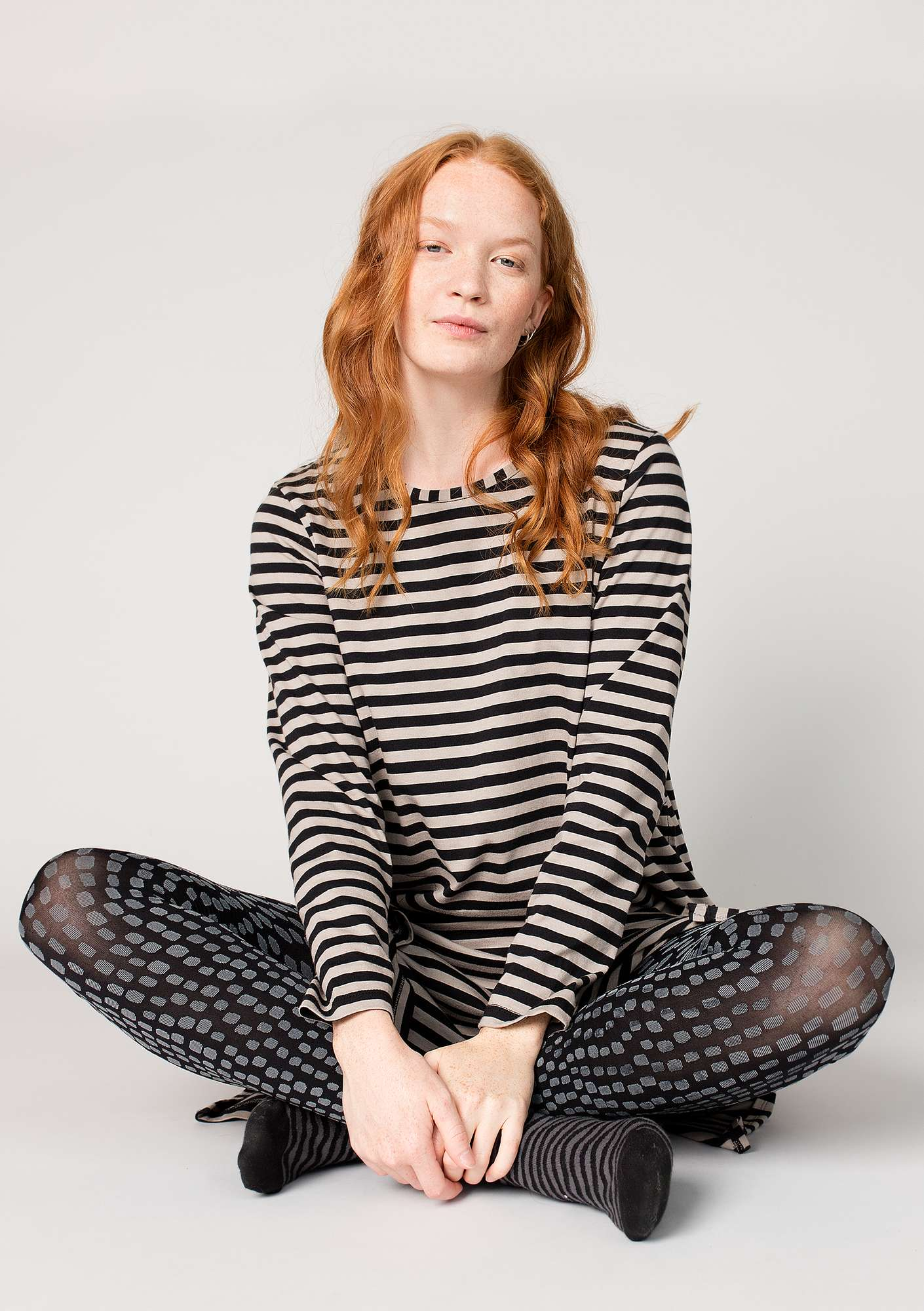 Striped dress in organic cotton black/light potato
