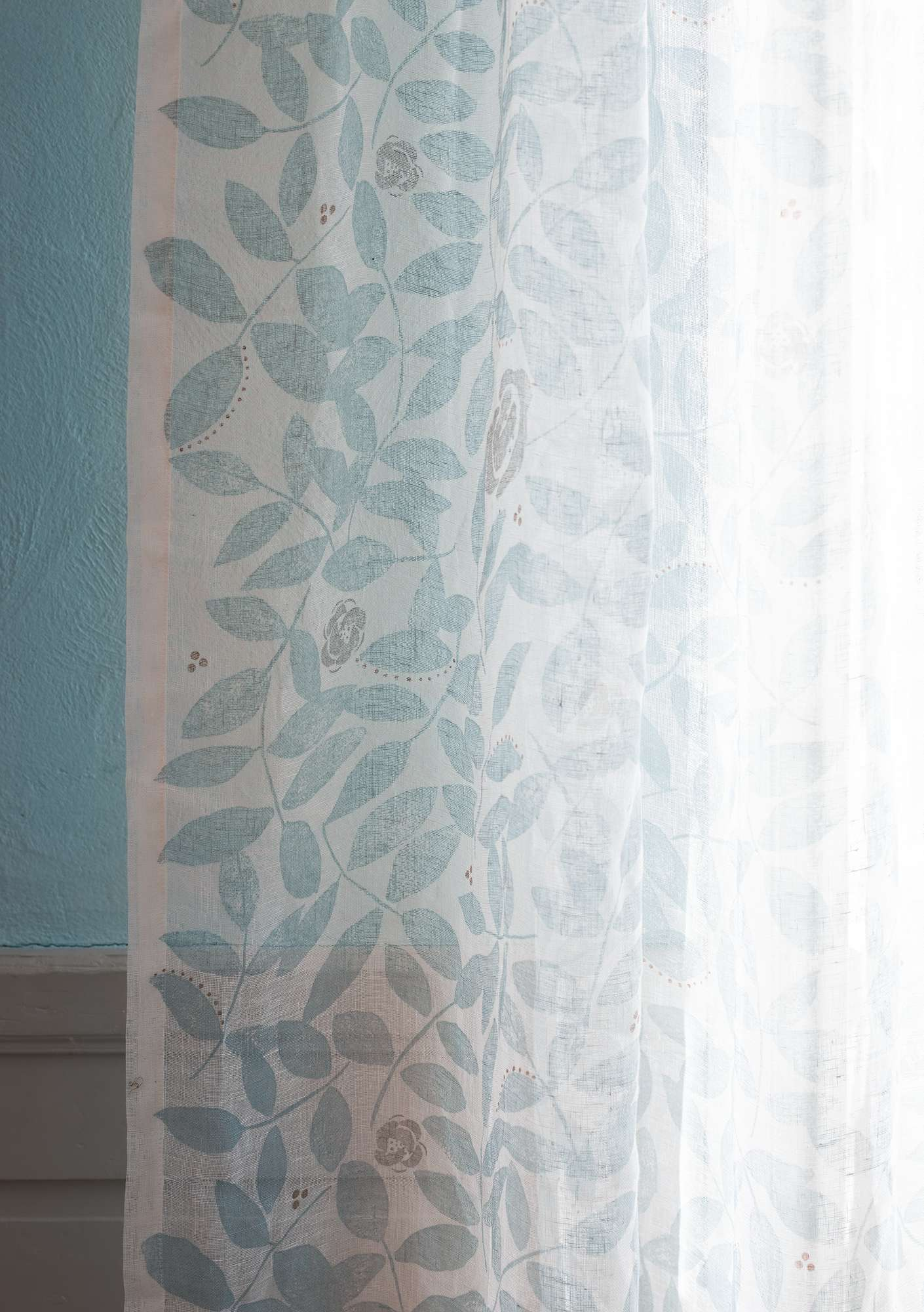 """Roses"" linen curtain light blue"
