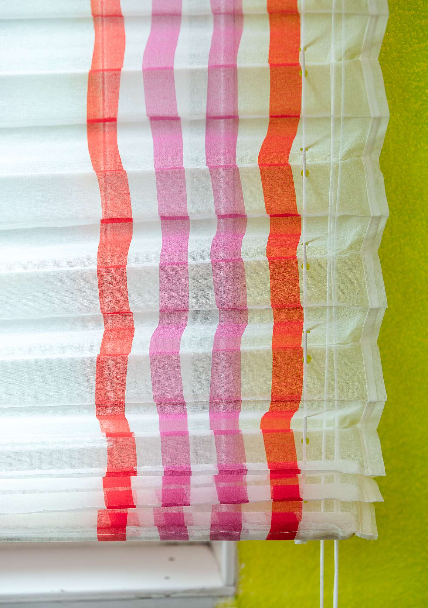 """Balans"" narrow tie-up blind made of cotton organdie hibiscus"