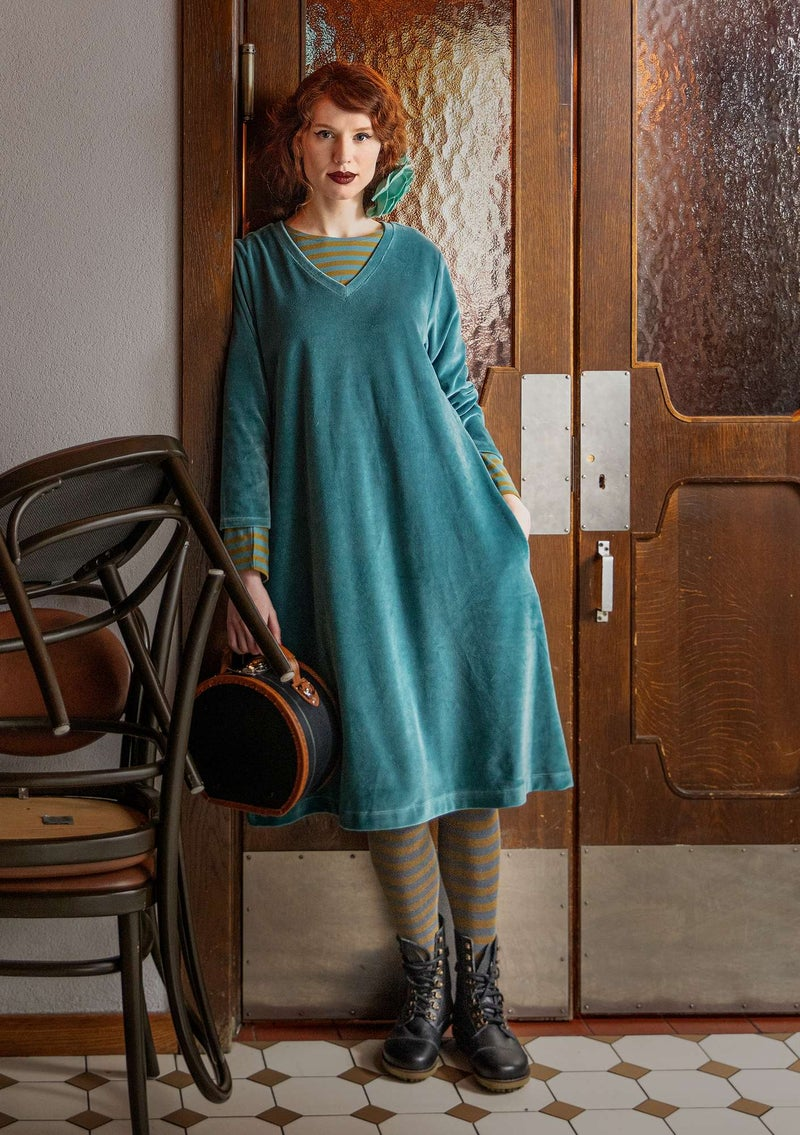 Velour dress in organic cotton/recycled polyester verona green