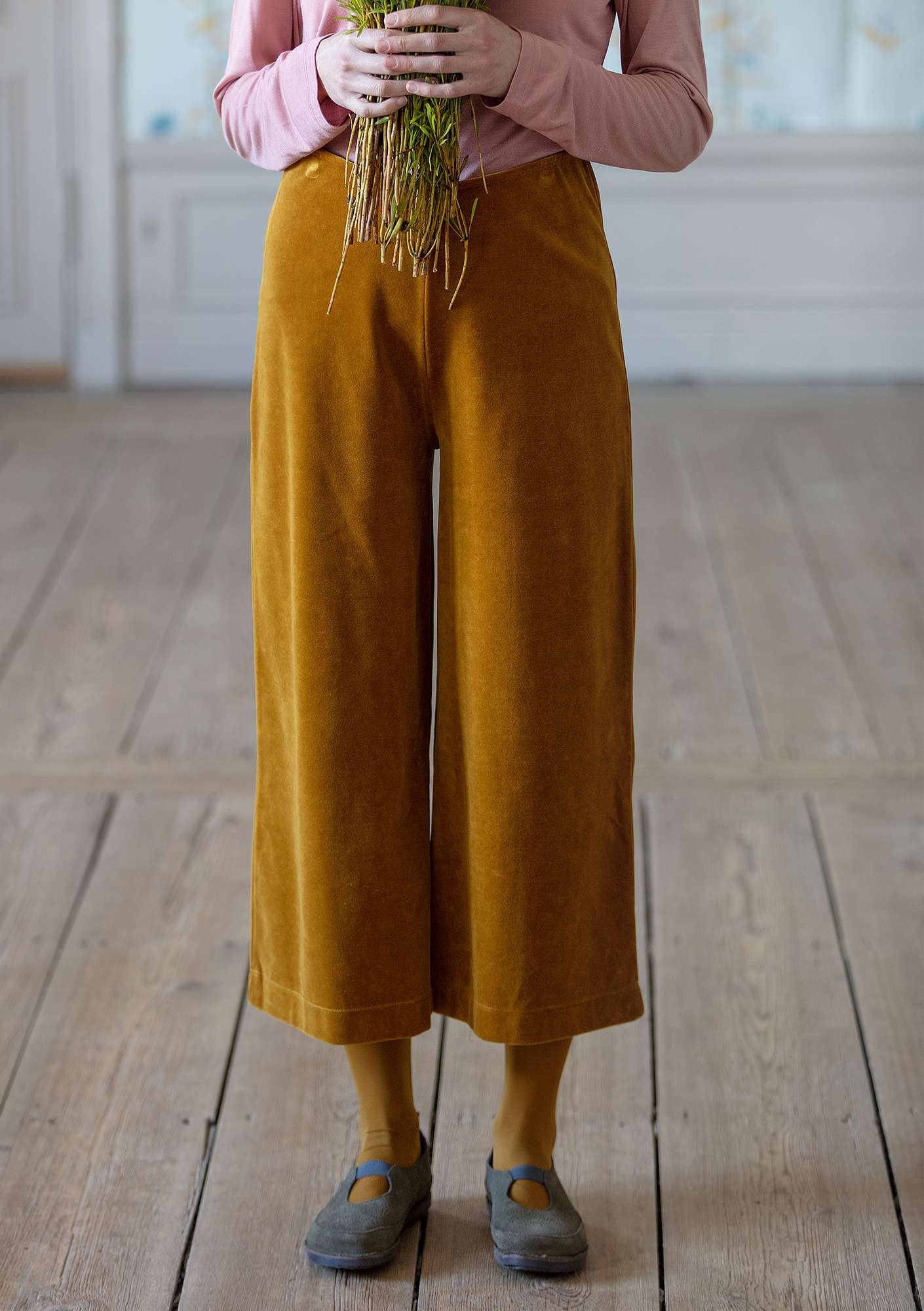 """Vurma"" velour pants in eco-cotton/polyester curry"