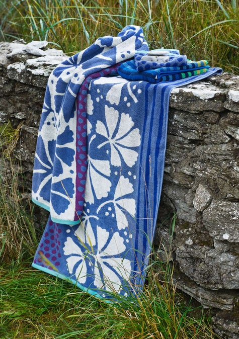 Kastanj bath towel sky blue