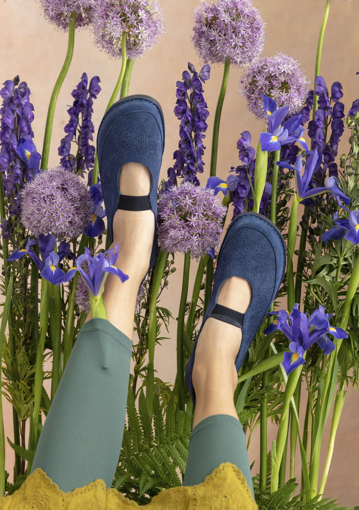 Embossed suede shoe violet