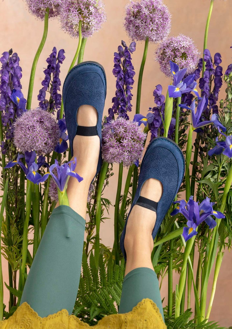 Embossed suede shoes violet