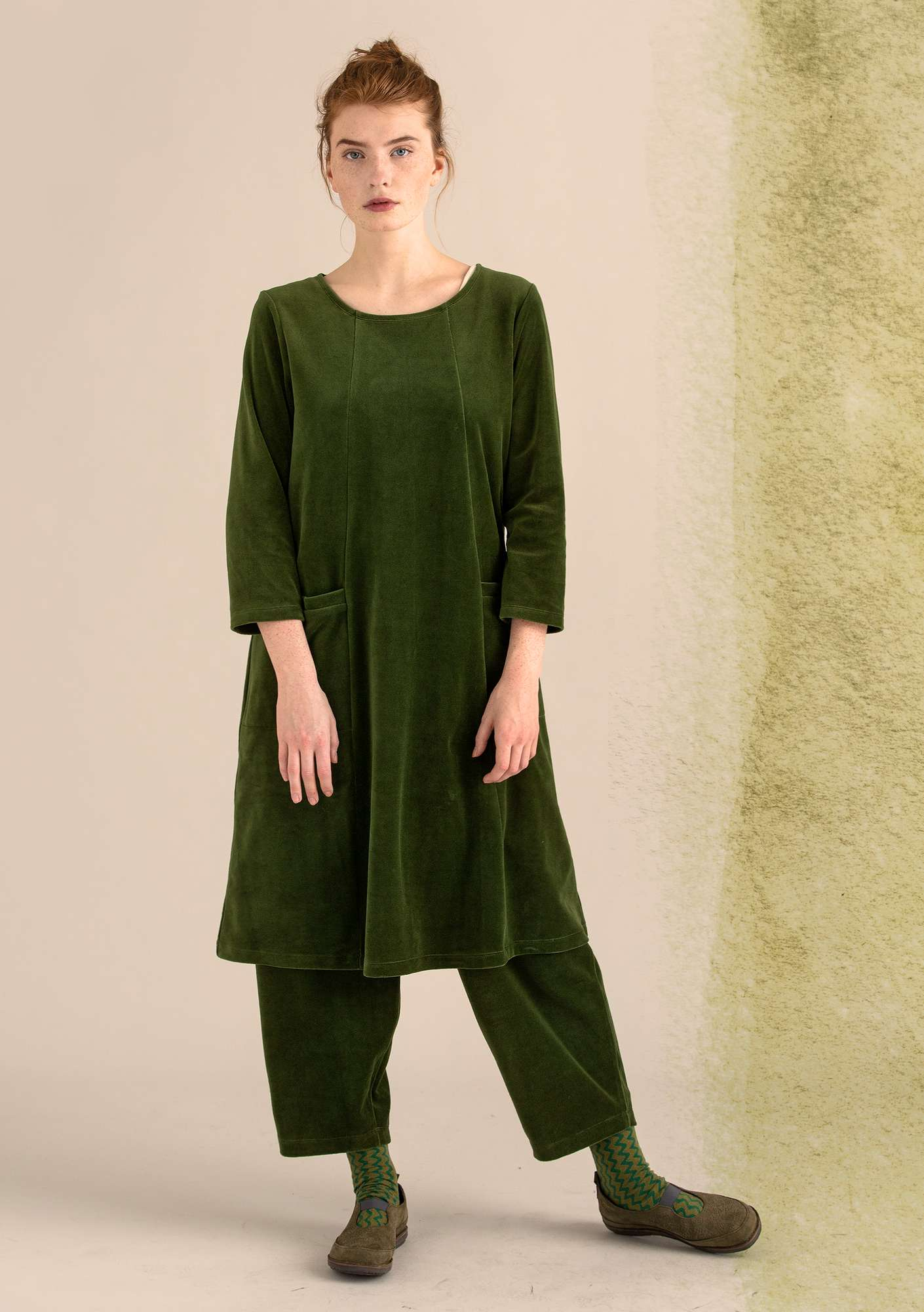 Velour dress in organic cotton/polyester pine