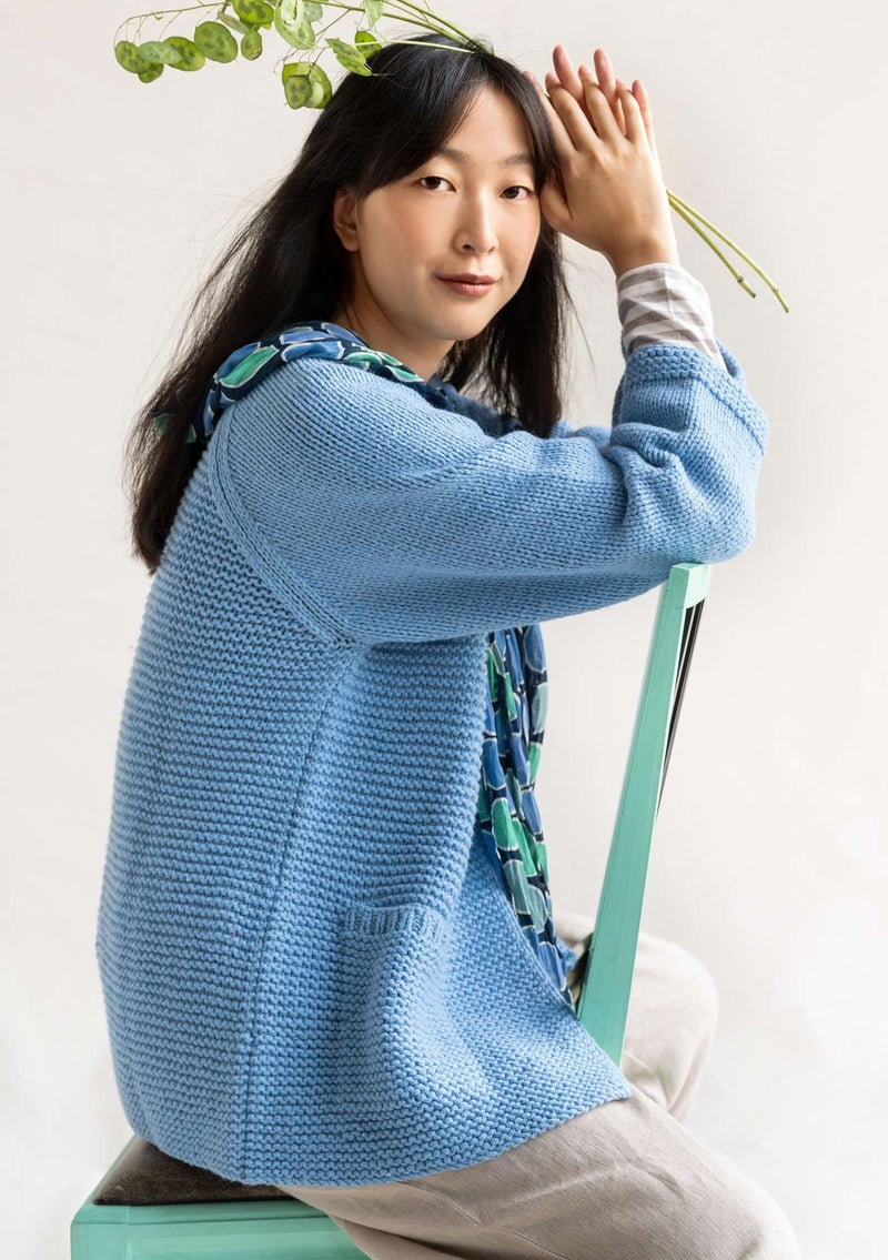 Hand-knit cardigan in organic cotton/wool mild blue