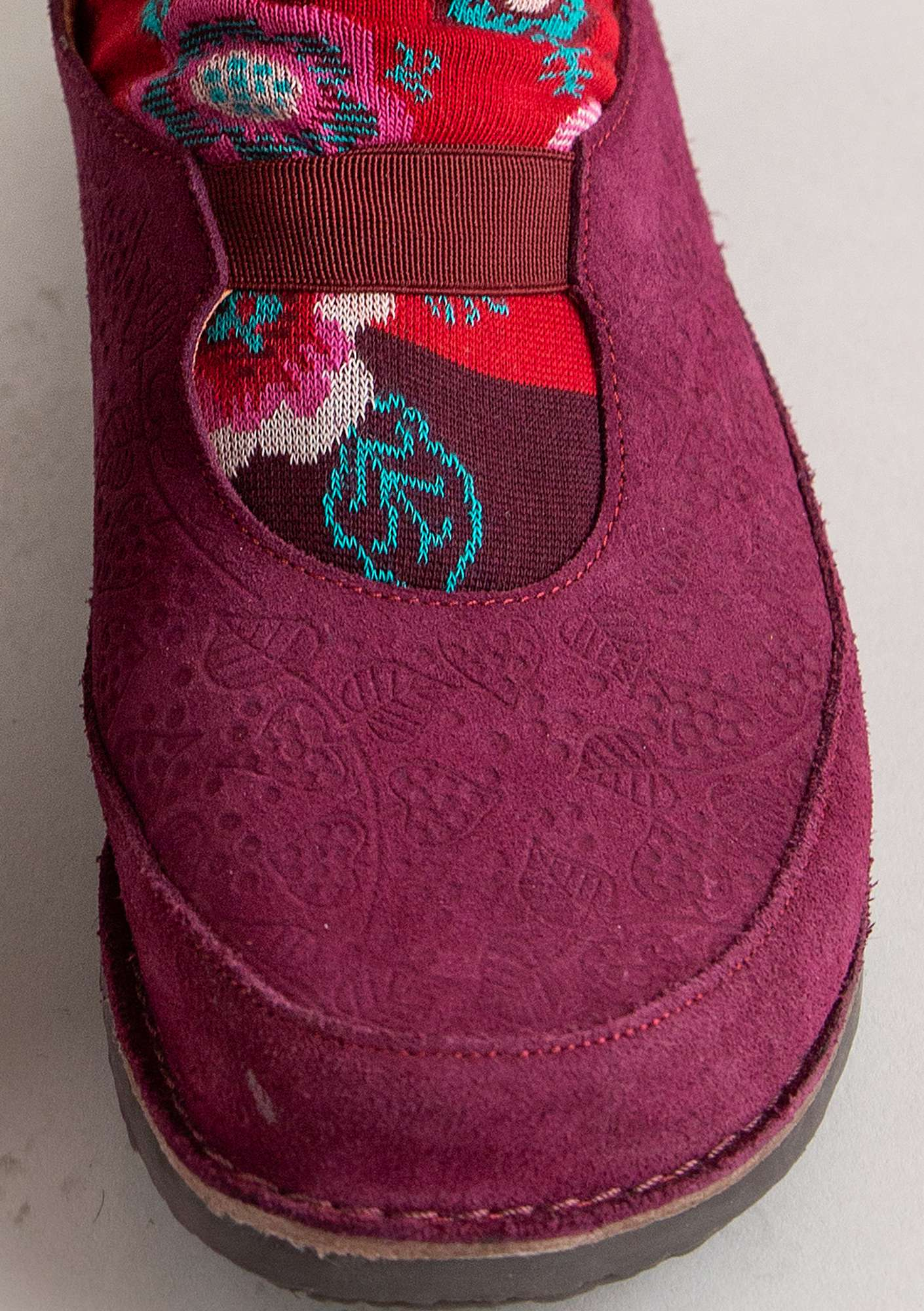 Embossed suede shoe grape