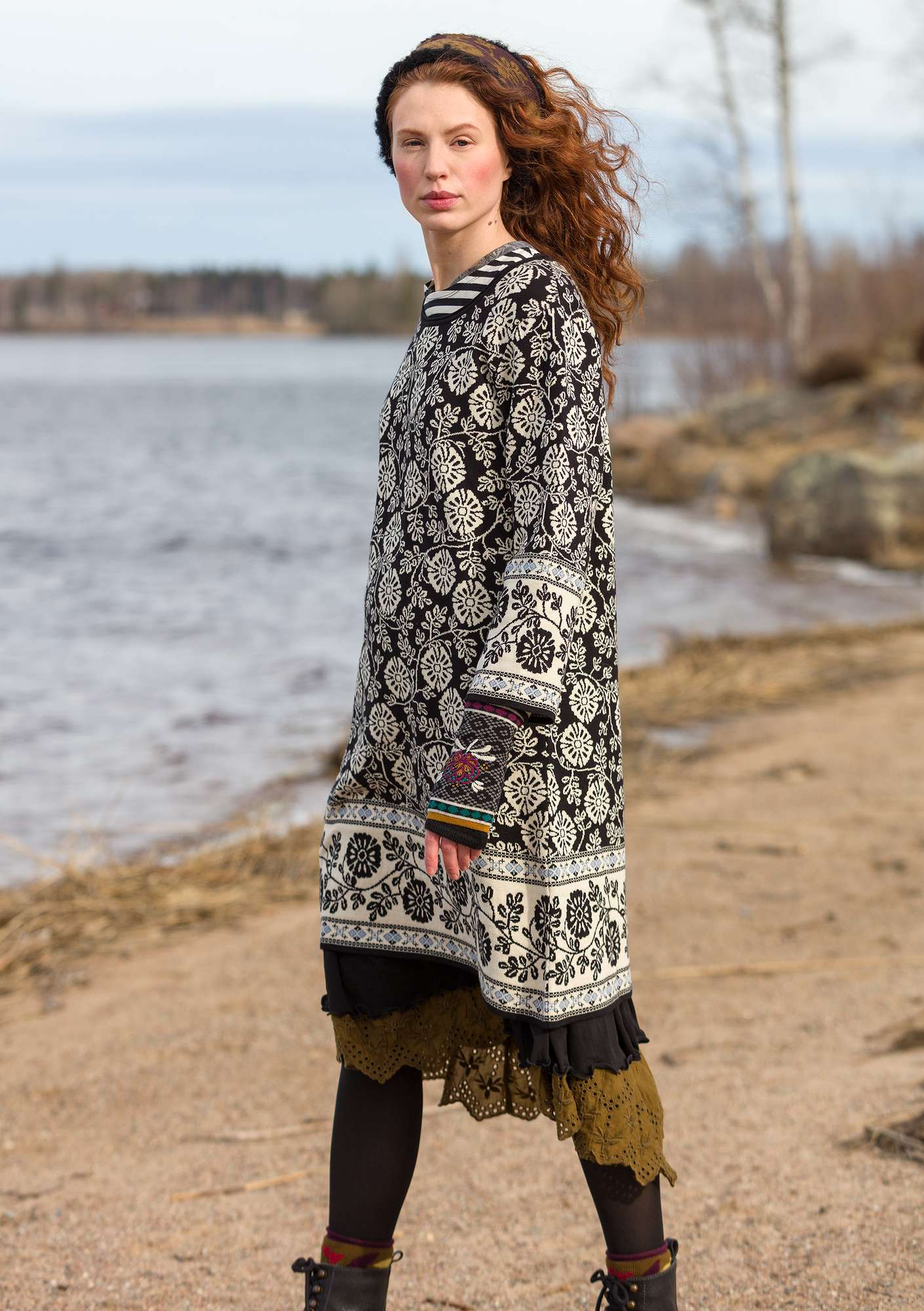 "Jacquard-knit ""Lace"" tunic in organic cotton black"