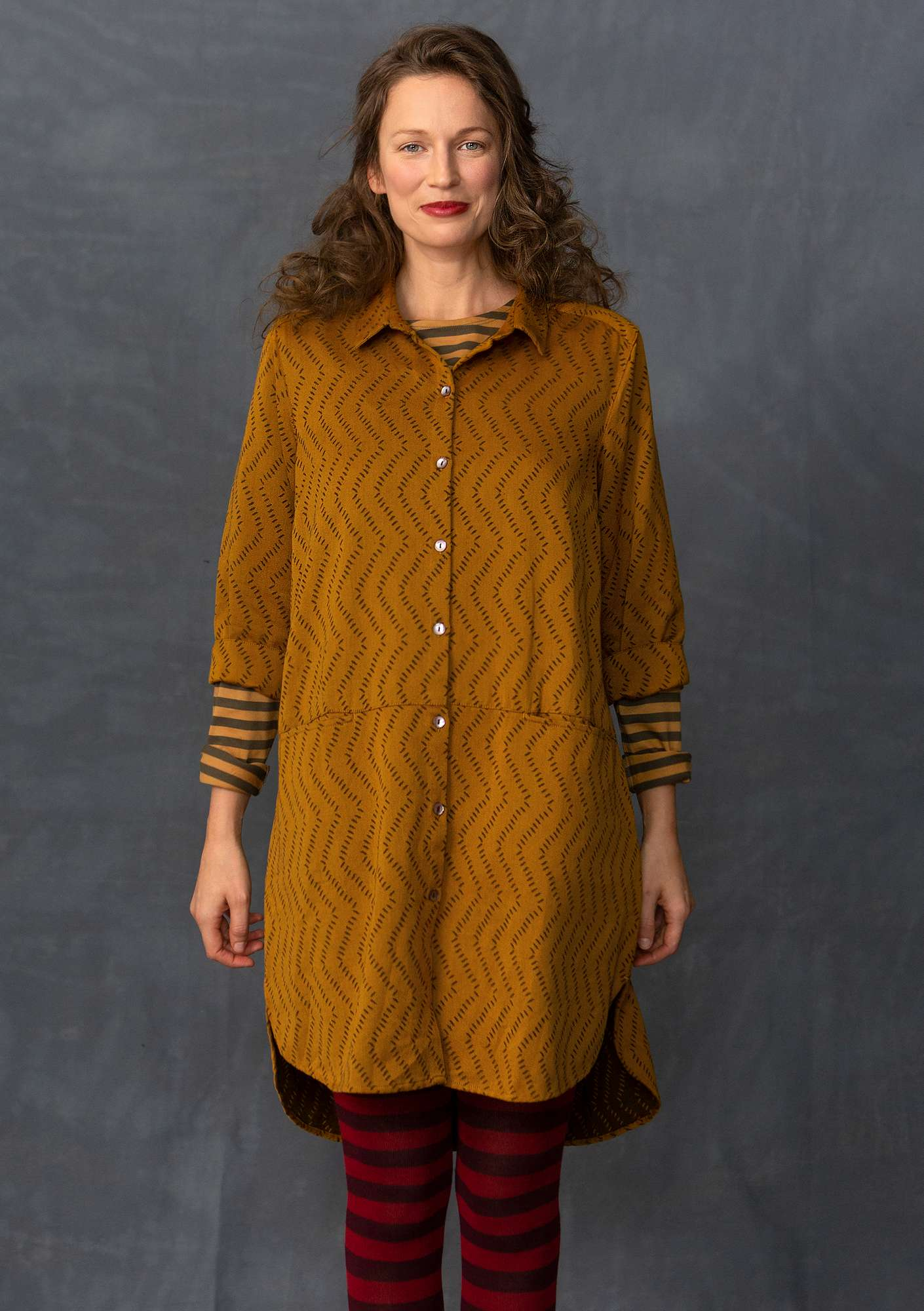 Long shirt in cotton jacquard mustard