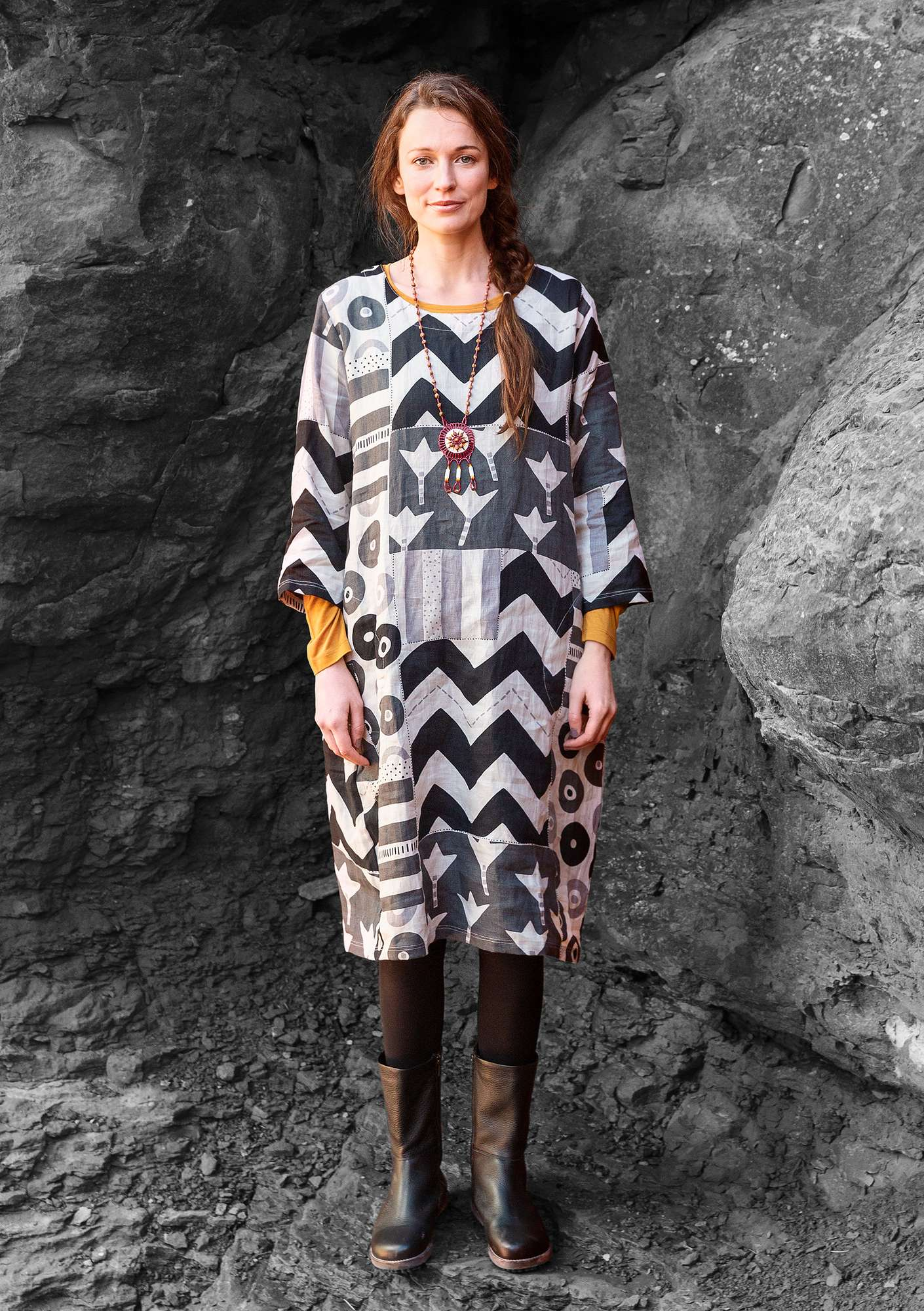 """Graphic"" dress in linen natural"
