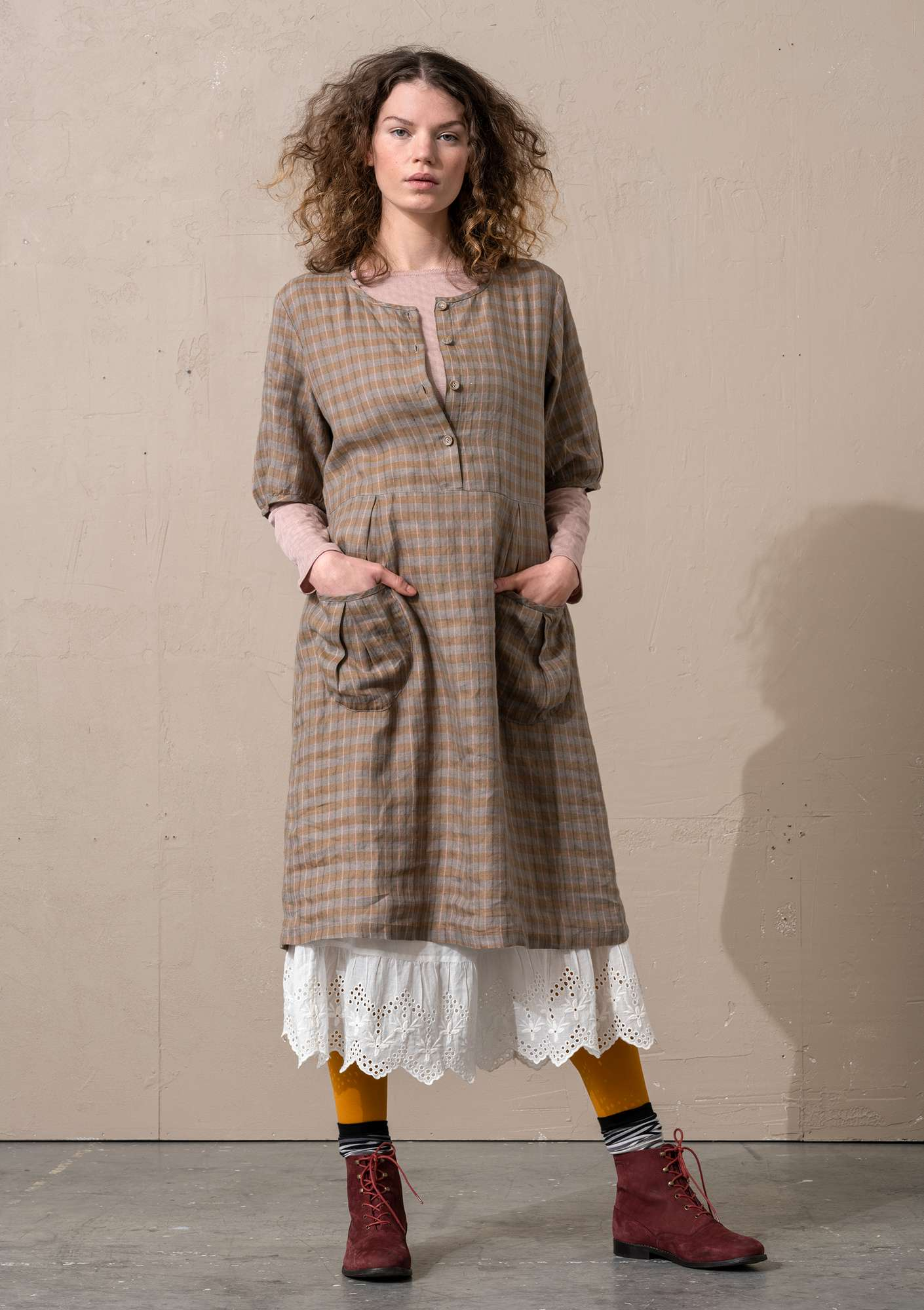 """Moineau"" hemp weave dress camel"