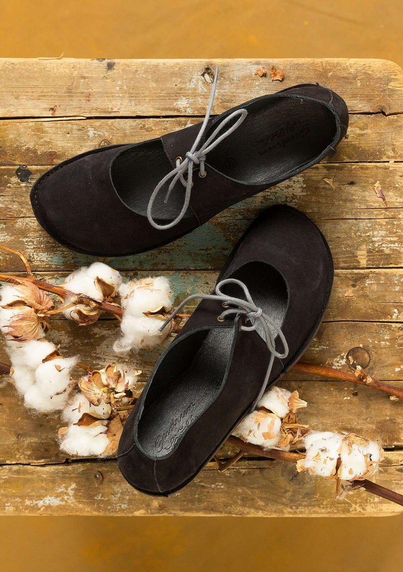 Lace-ups made of nubuck black