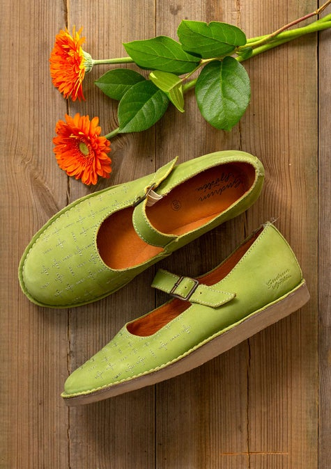 Earth strap shoes asparagus