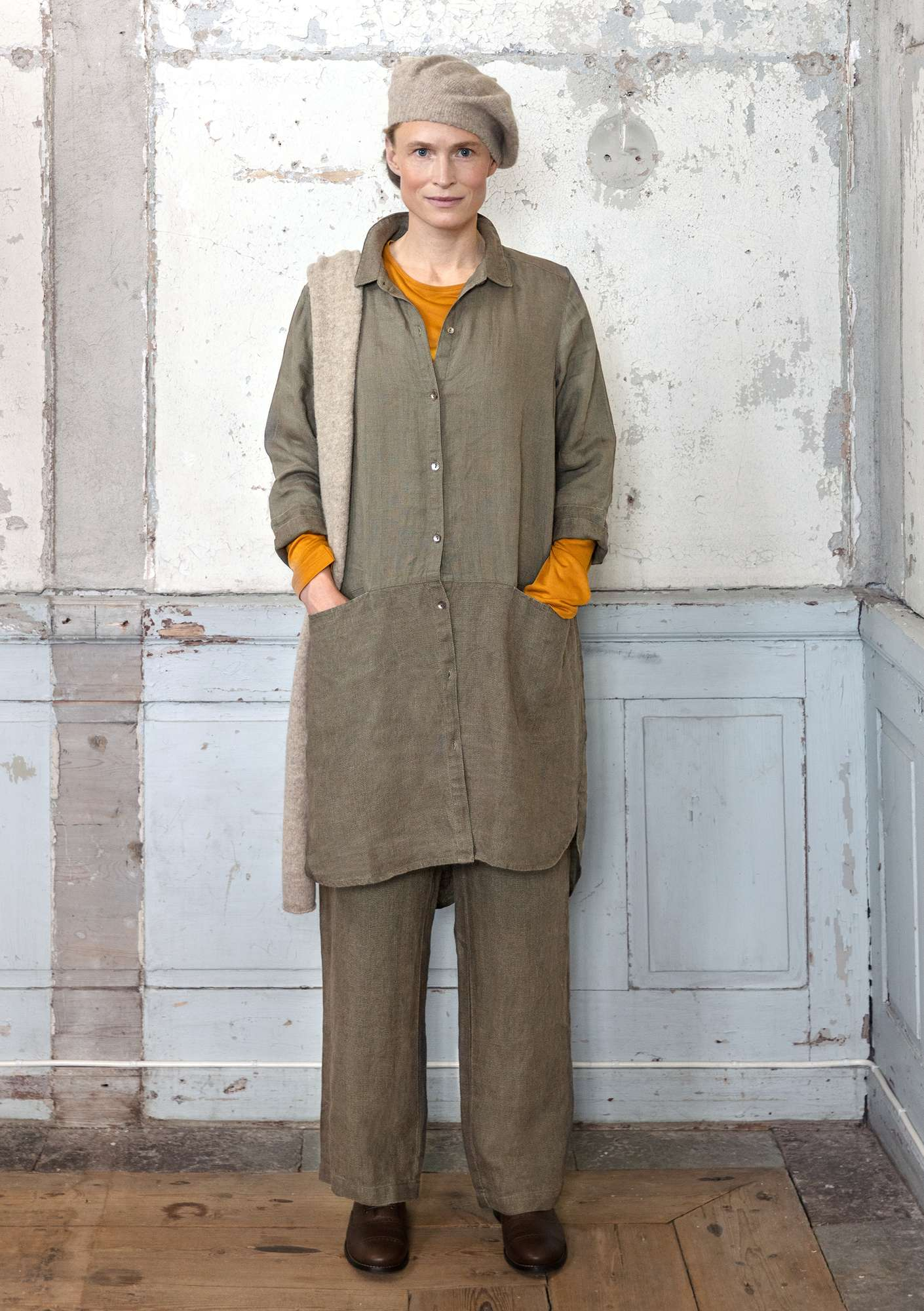 Solid-colour long shirt clay