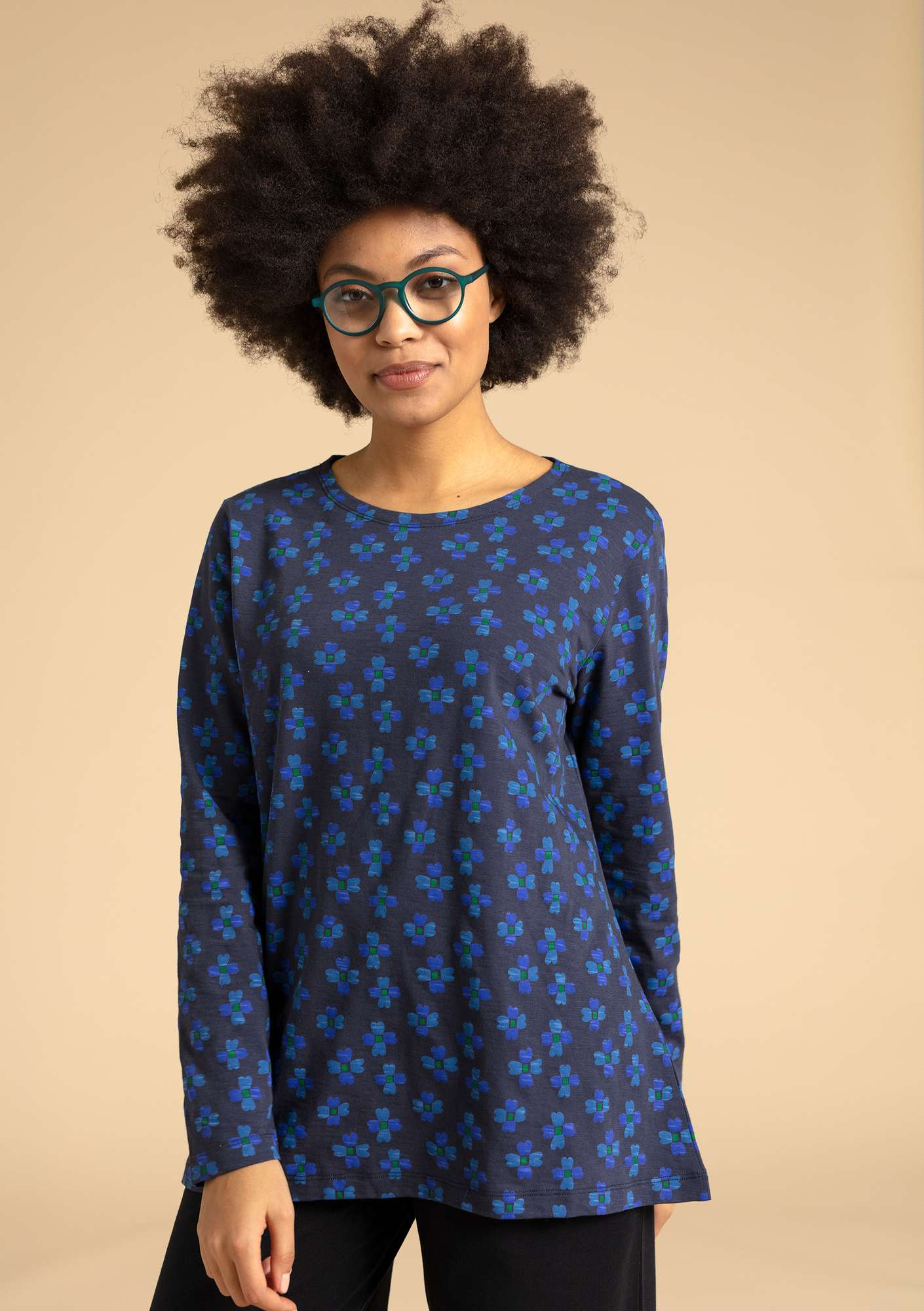 """Livia"" top in eco-cotton ink blue/patterned"