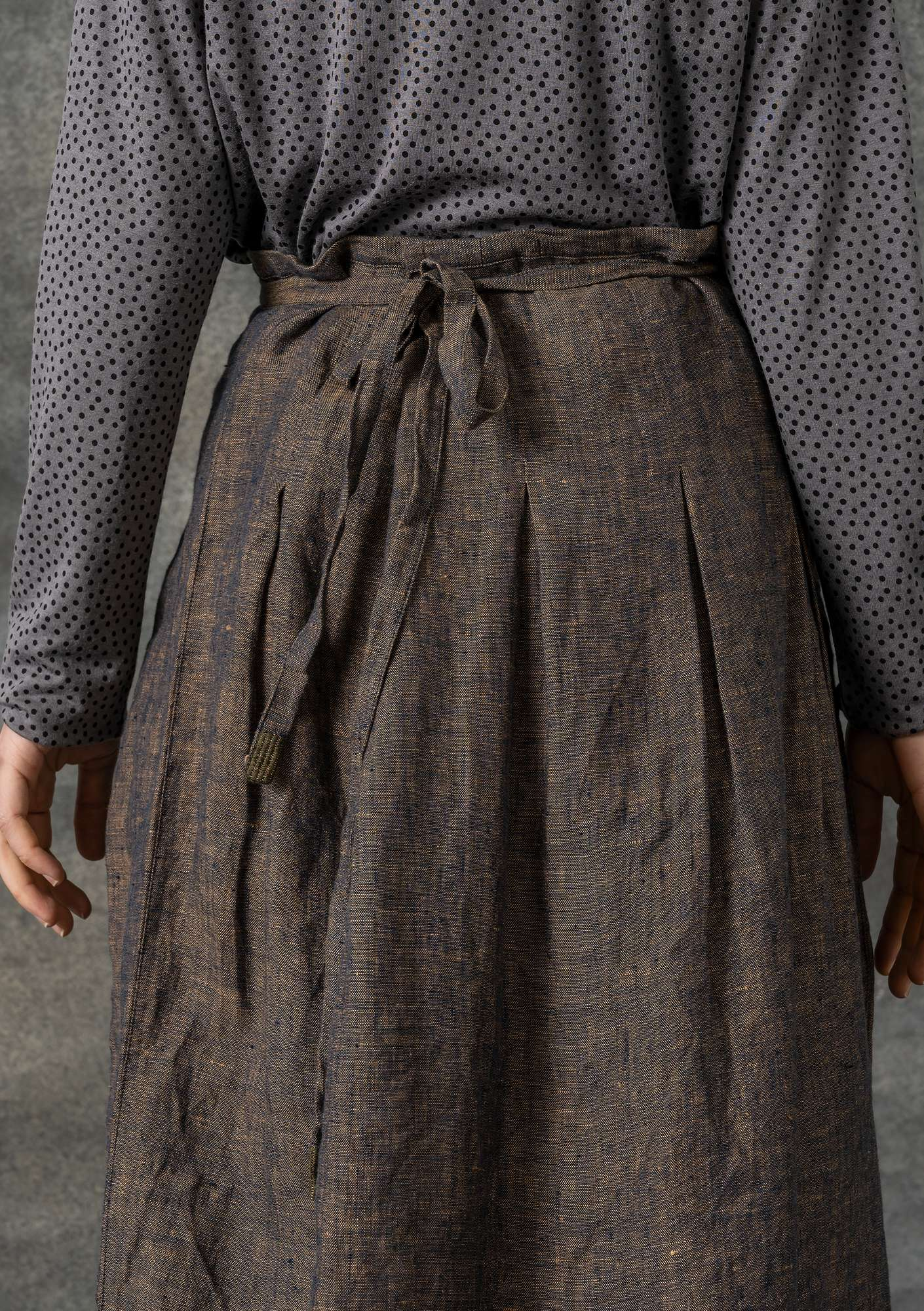 Wrap skirt in linen chambray clay