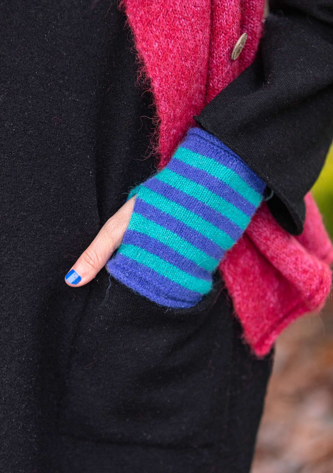 Knitted fingerless gloves lupin/aqua green