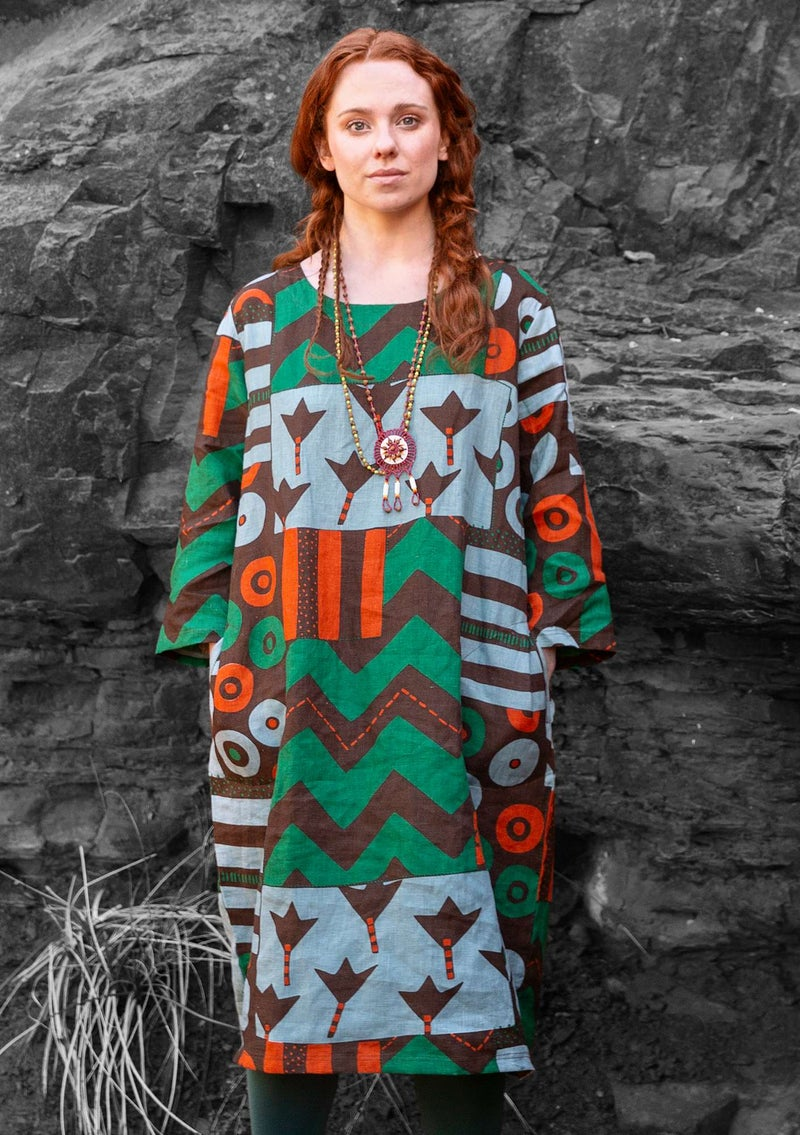 """Graphic"" dress in linen mullberry"
