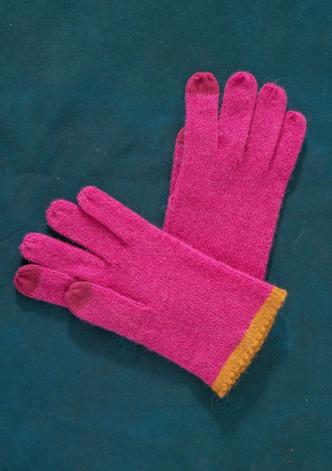 Knitted Linros gloves cerise