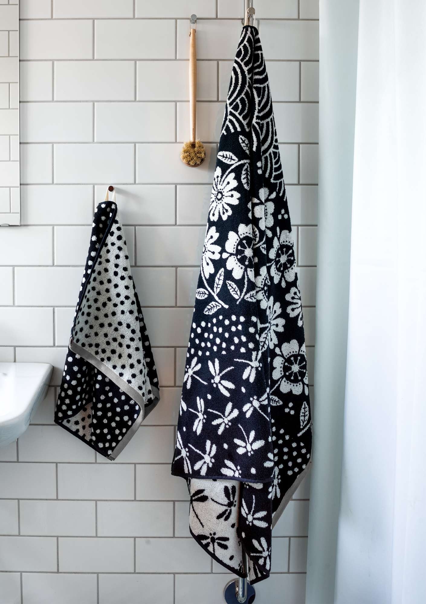 """Okinawa"" bath towel in eco-cotton black"