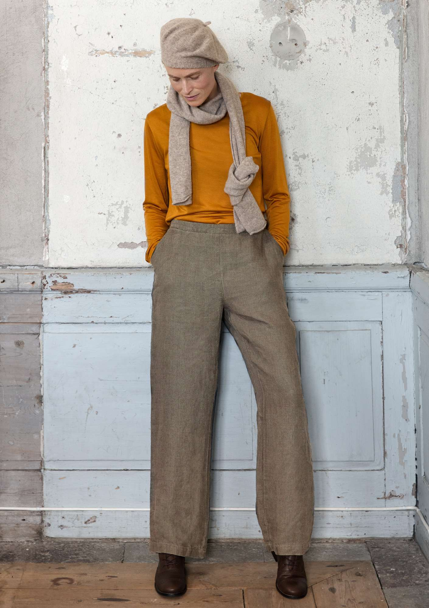 Solid-colour trousers clay