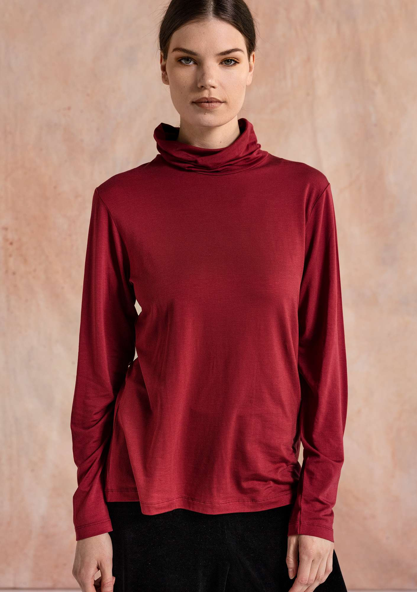 Solid-colour polo-neck cranberry