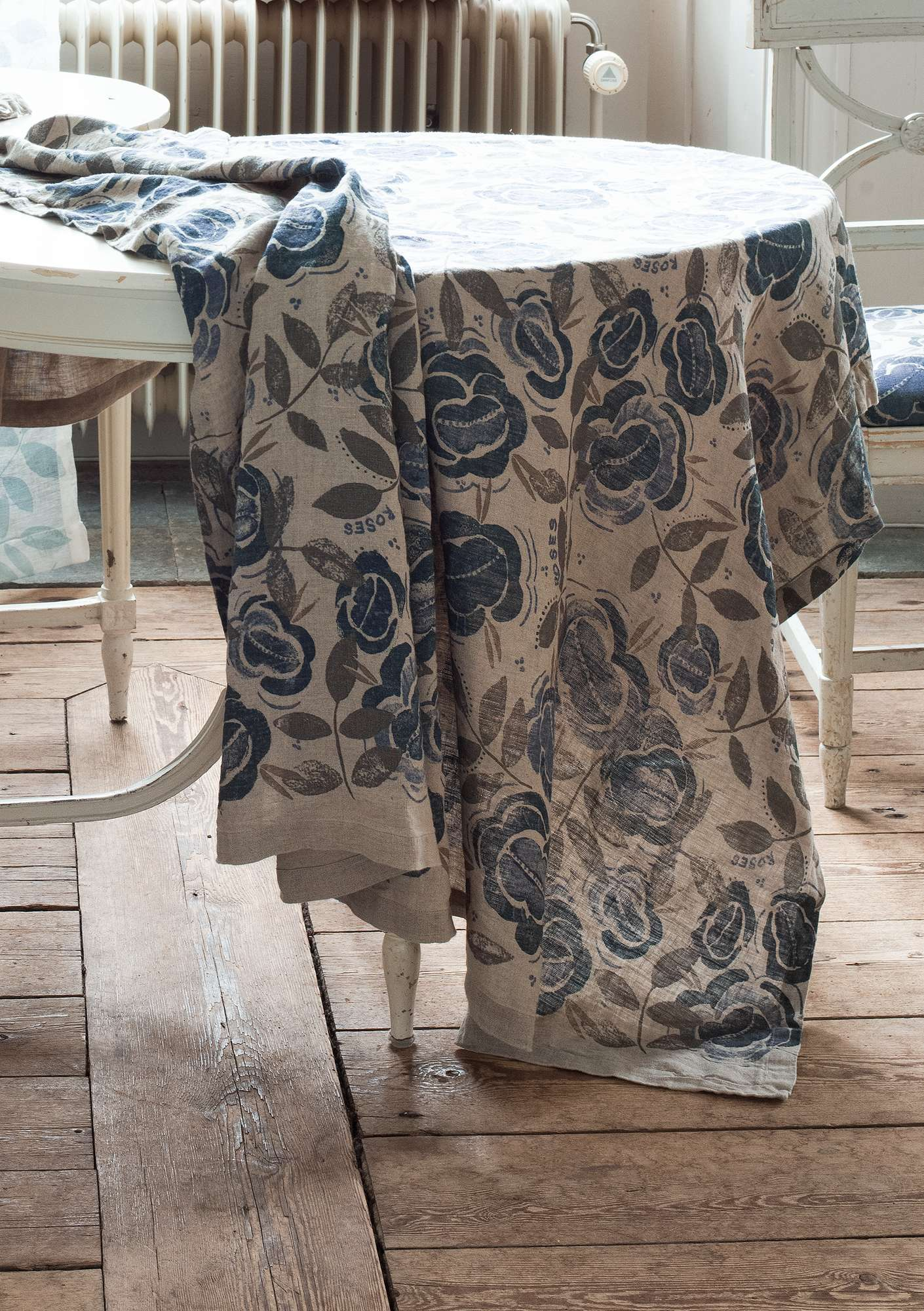 """Roses"" linen tablecloth graphite"
