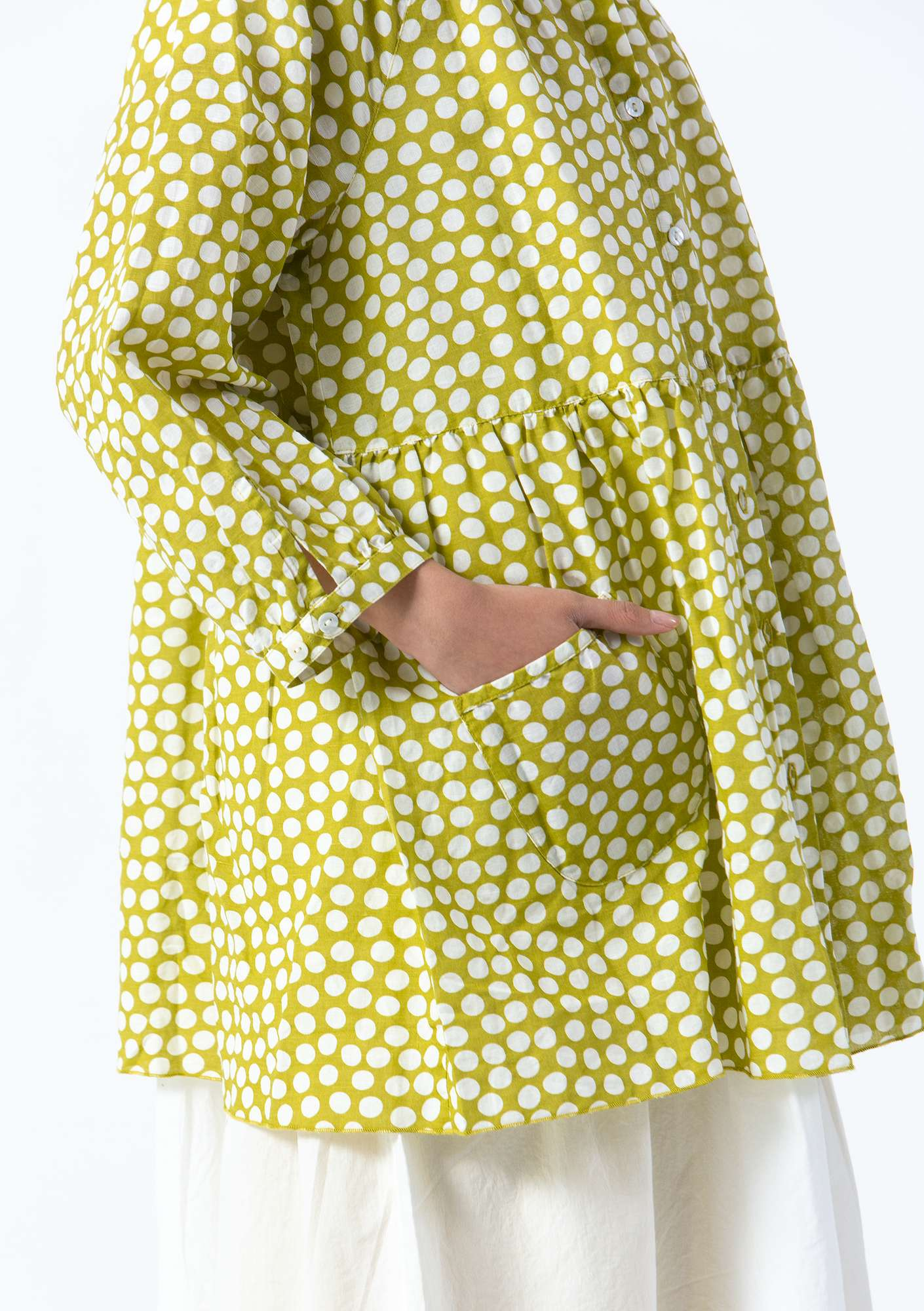 """Dot"" blouse in cotton/linen leaf green"