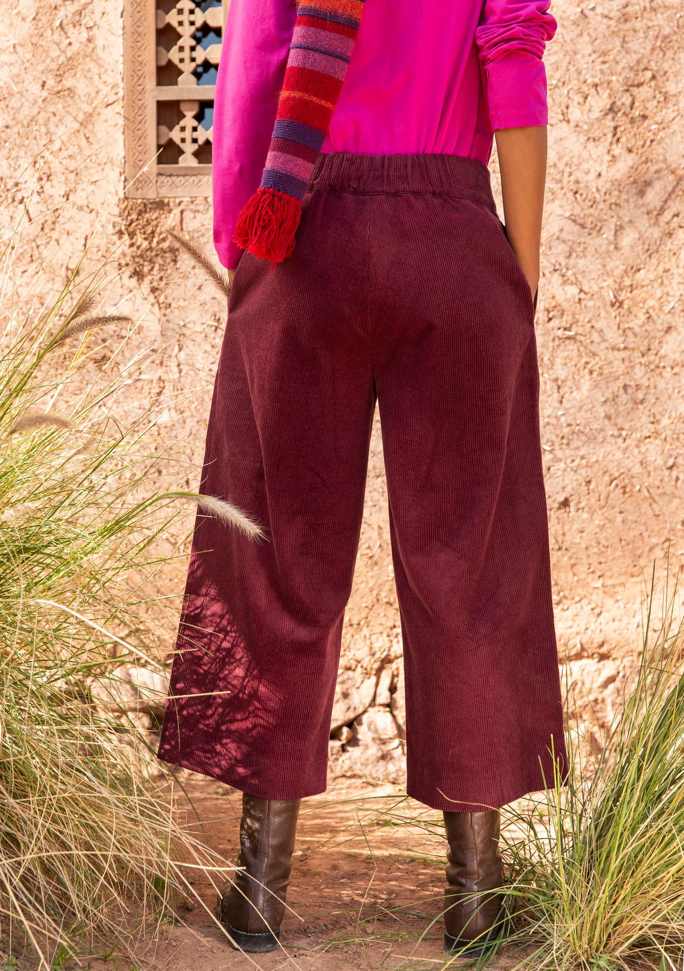 Trousers in organic cotton corduroy burgundy