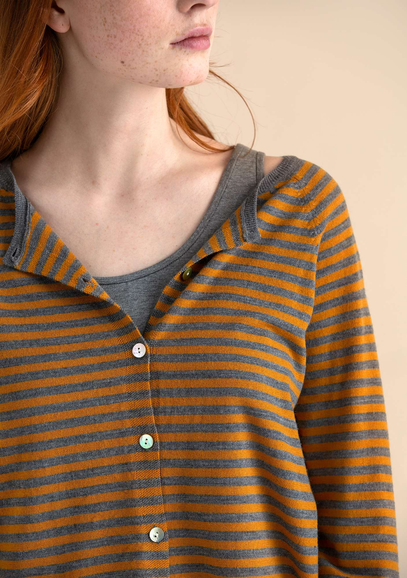 Brilliant cardigan in organic wool mustard/grey melange