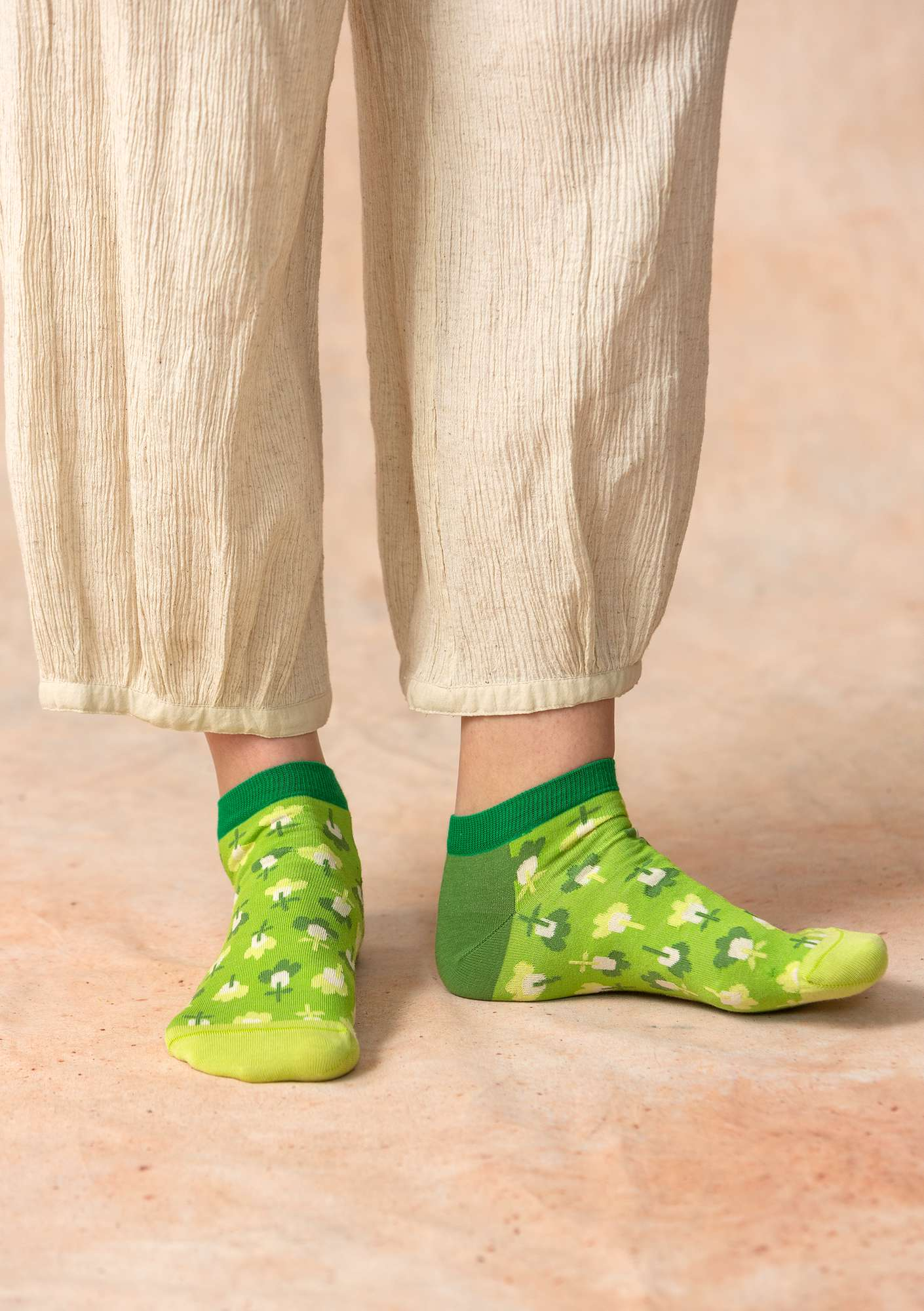 """Molly Dolly"" ankle socks in organic cotton cicada"