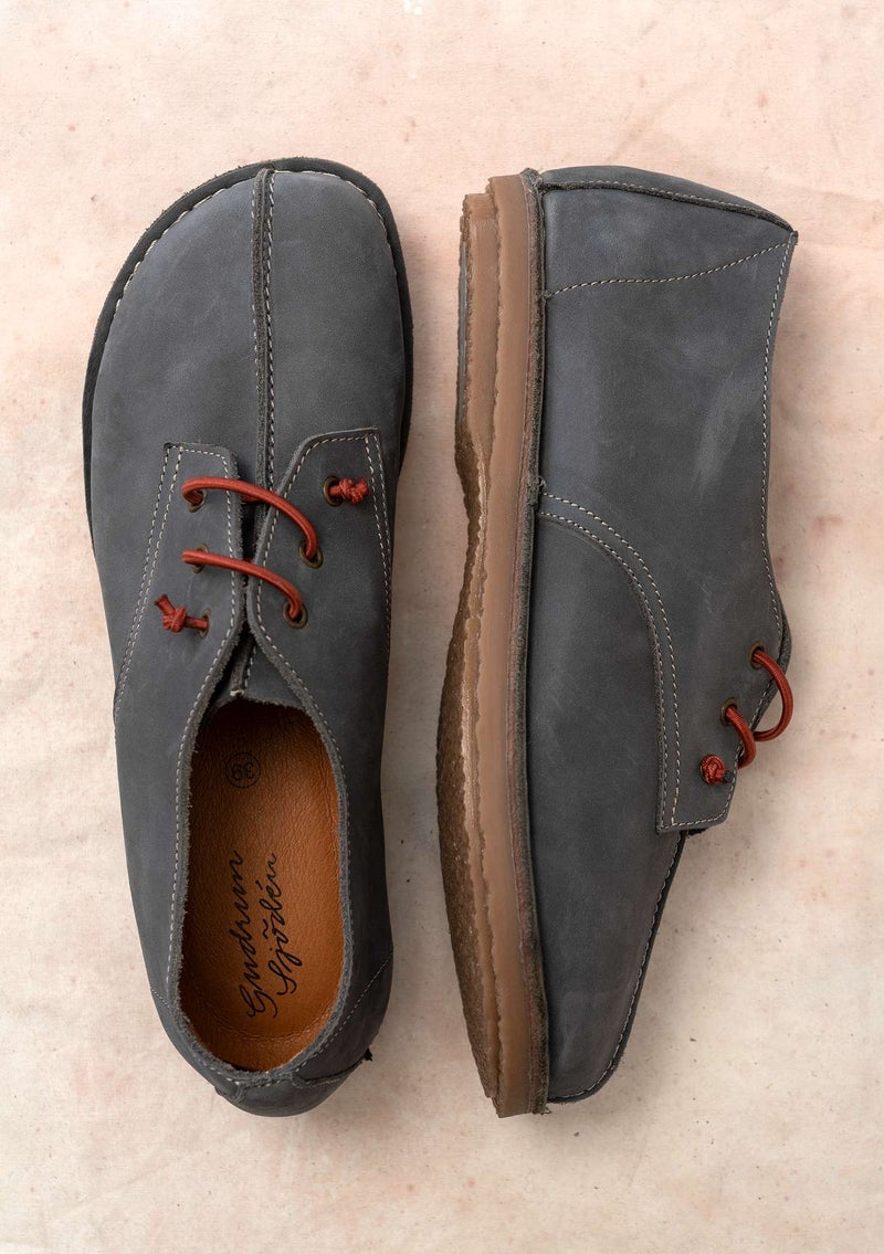 Walking shoe in nubuck ash gray