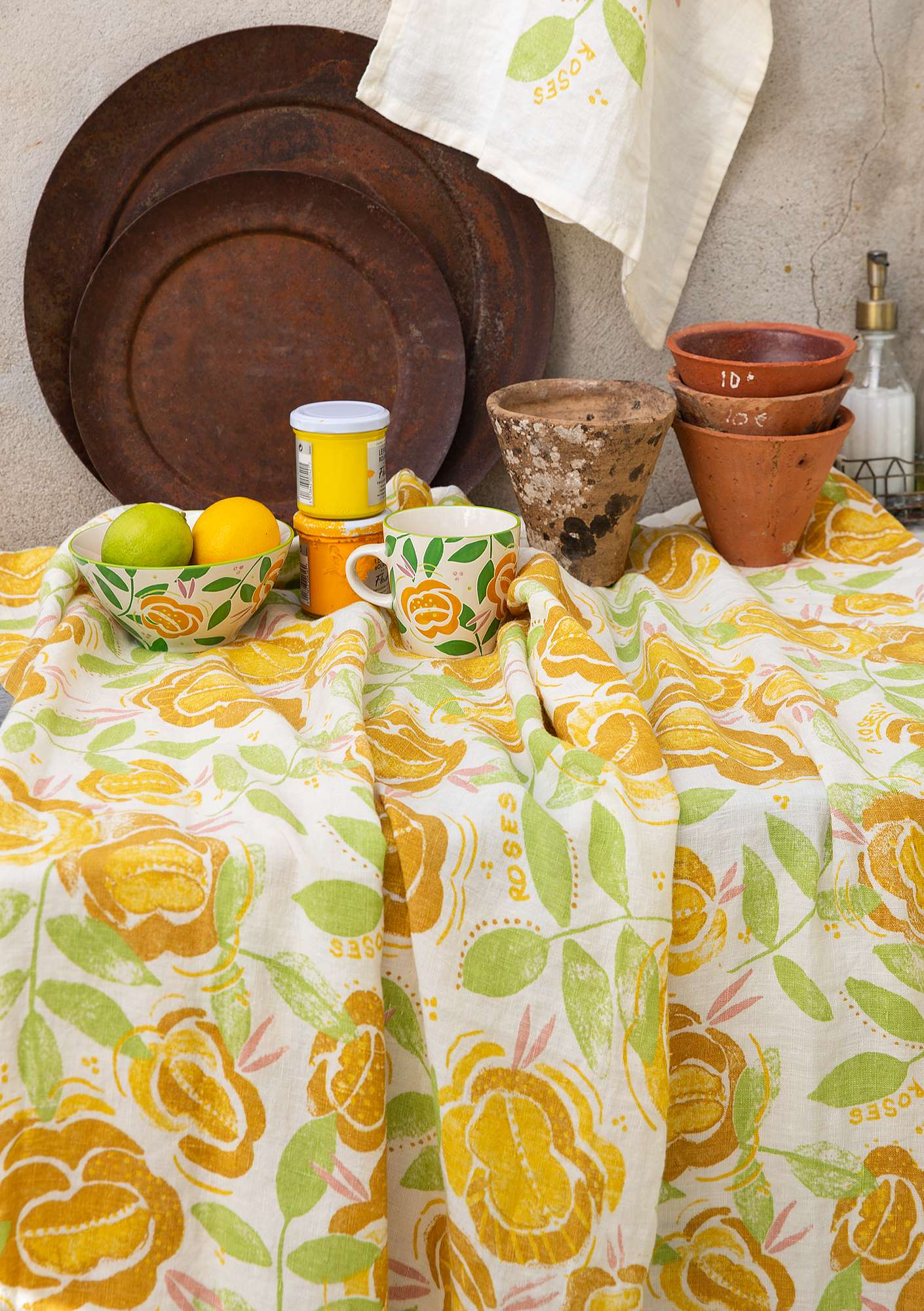 """Roses"" linen tablecloth laburnum"