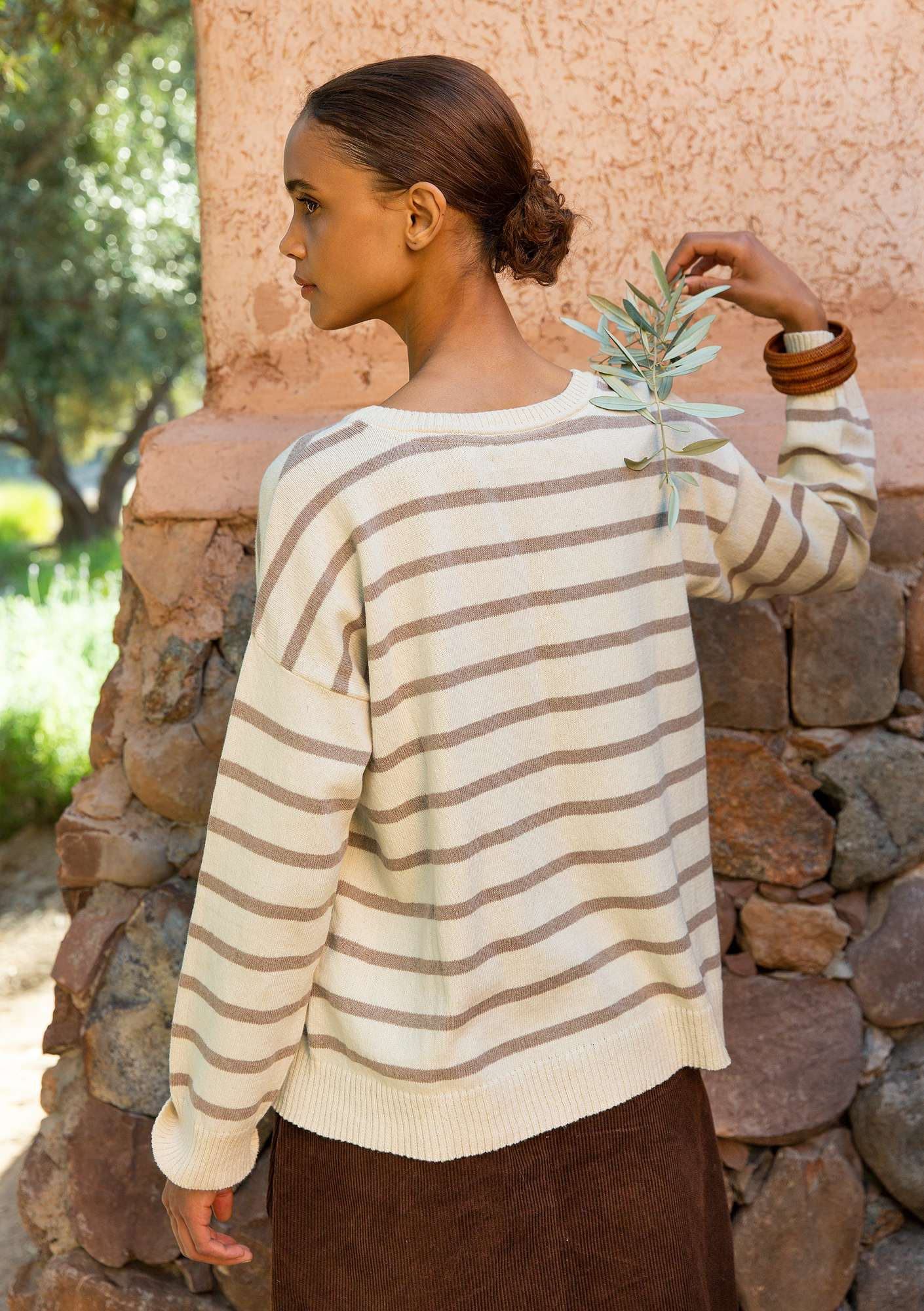 Striped sweater in recycled cotton oyster/dark nature