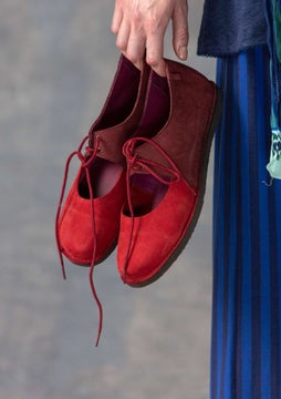 Lace-up shoe agate red