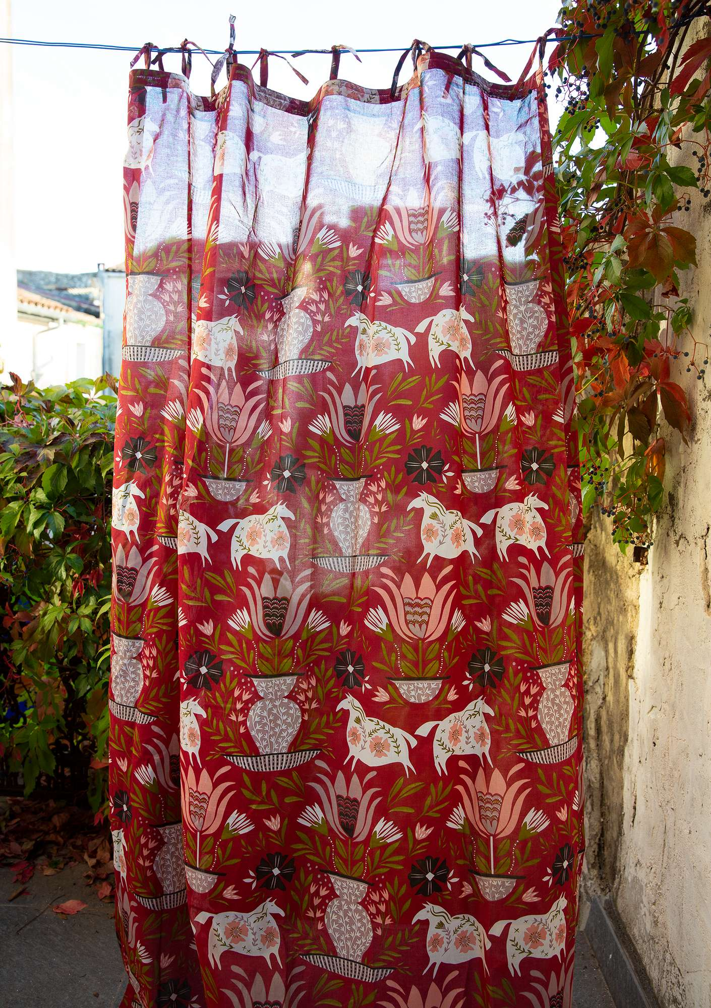 """Folkkonst"" organic cotton curtain rosewood"