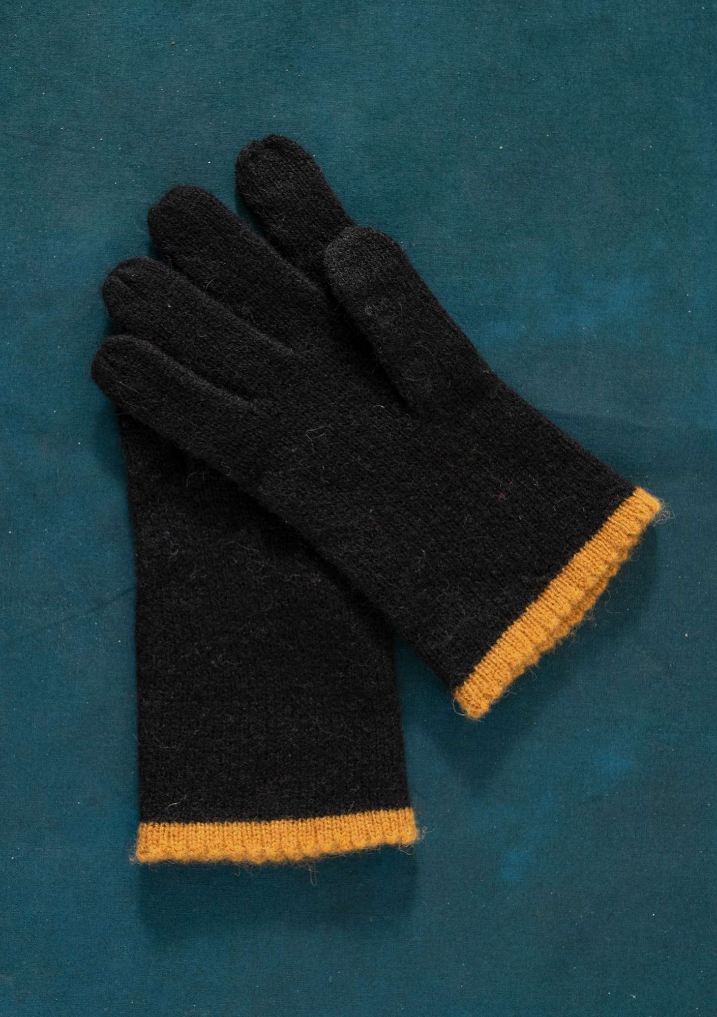 Knitted Linros gloves black
