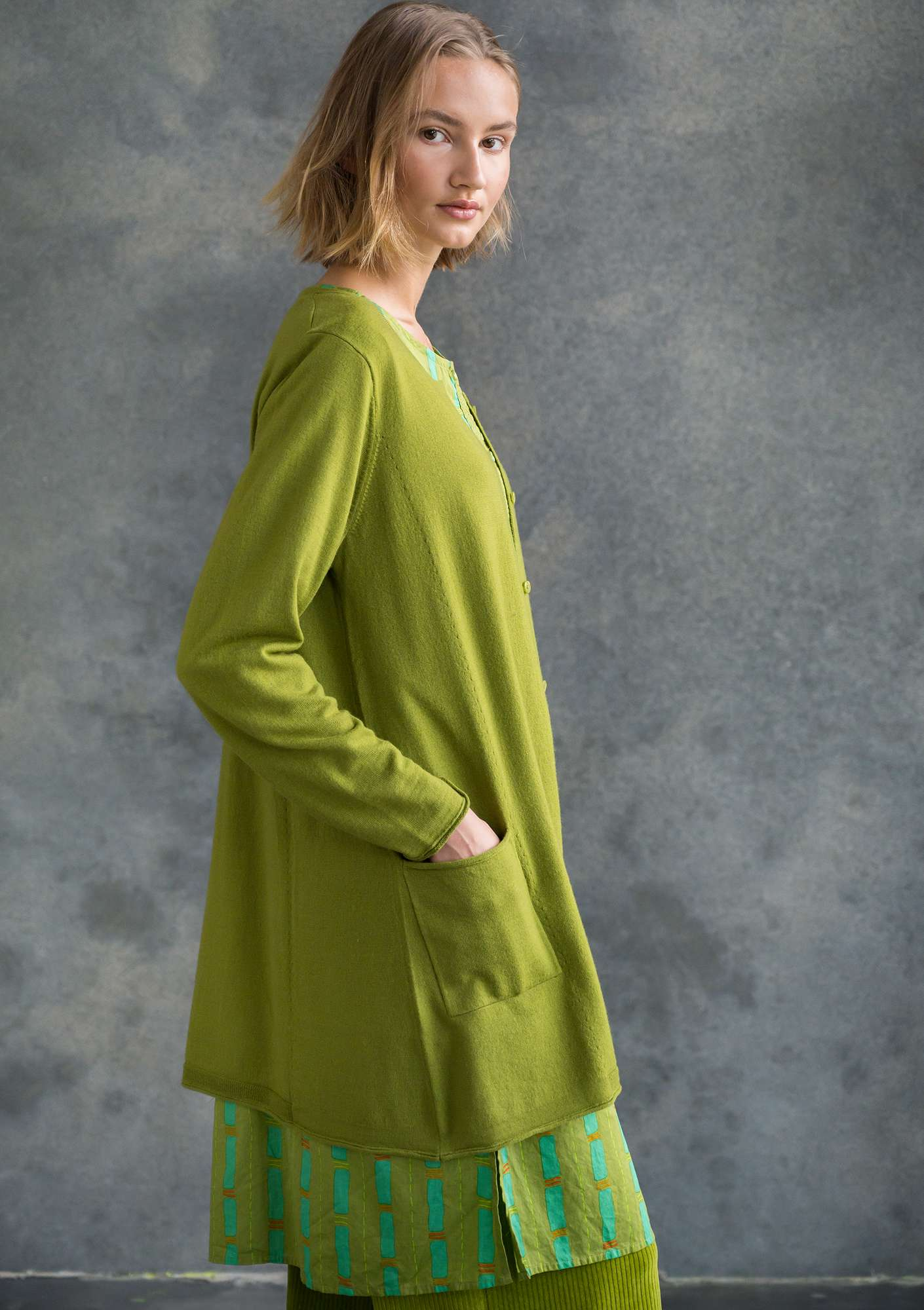 Long cardigan in merino wool asparagus
