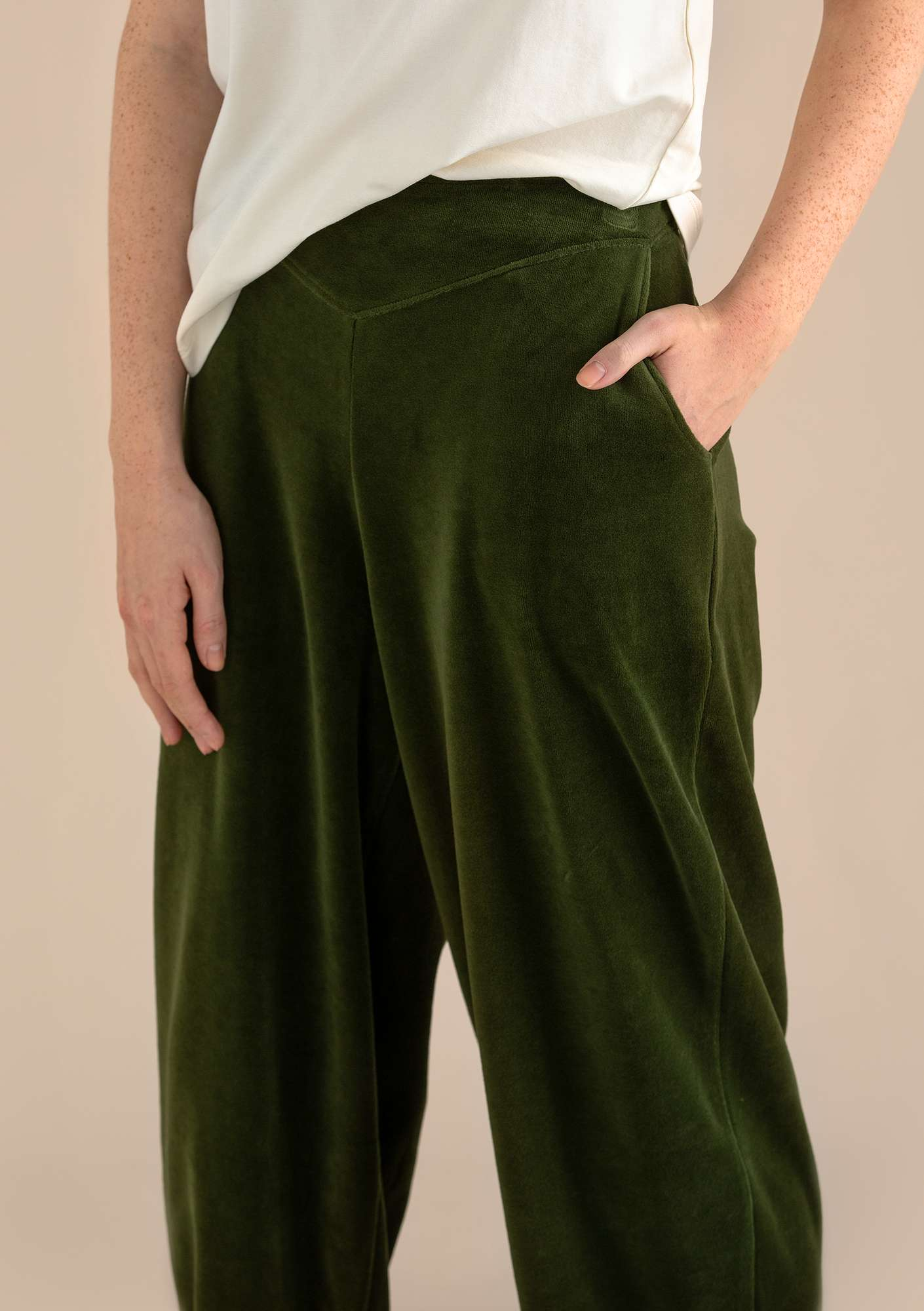 Velour trousers in organic cotton/polyester pine