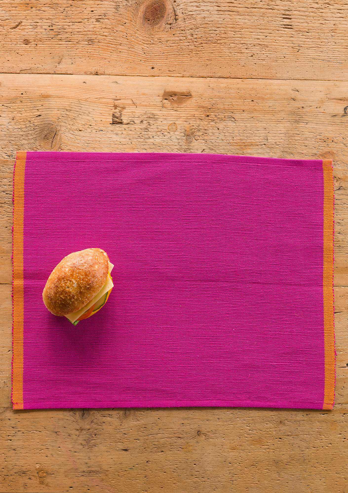 """Feliz"" linen/cotton place mat cerise"