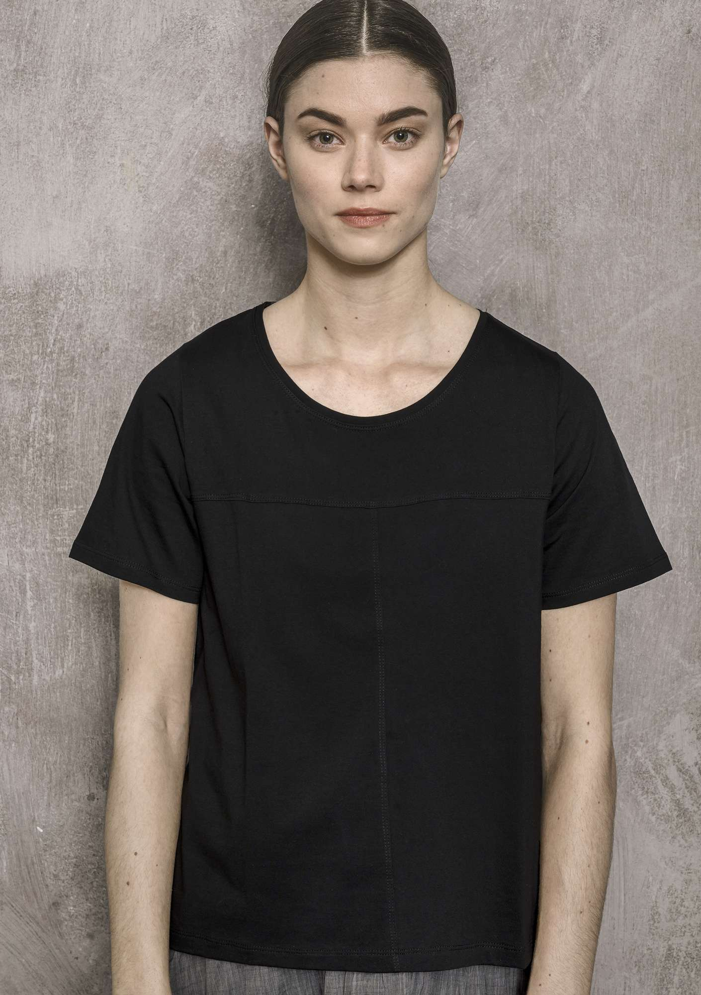 Solid-colour top black
