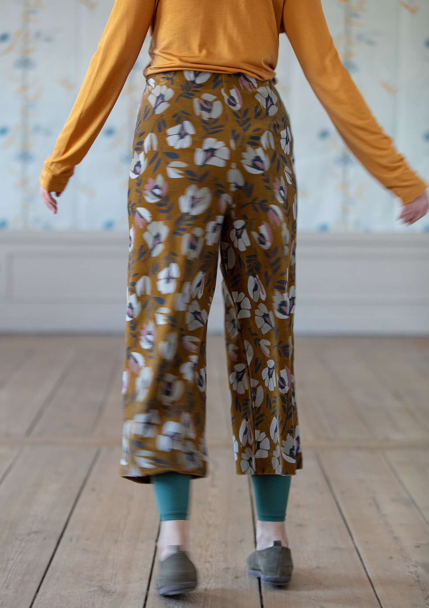 """Vurma"" velour pants in eco-cotton/polyester ocher/patterned"
