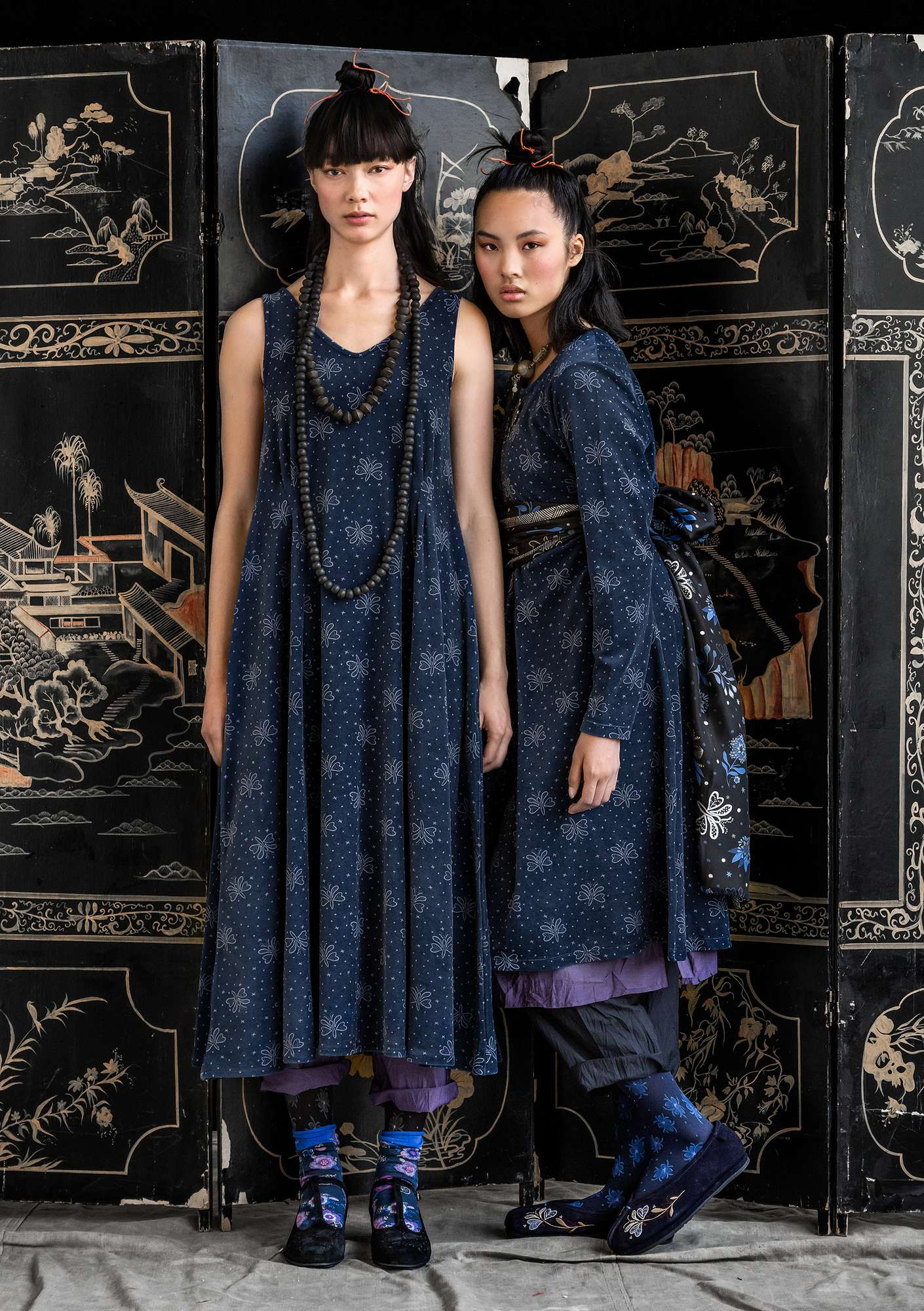 """Blossa"" long dress in an organic cotton and polyester blend indigo"