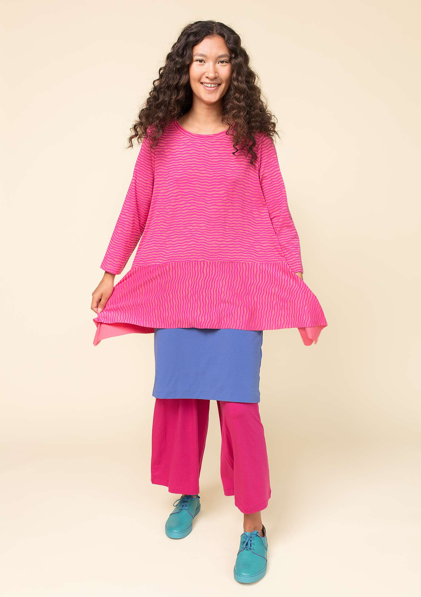 """Krusa"" tunic in lyocell/spandex hibiscus"