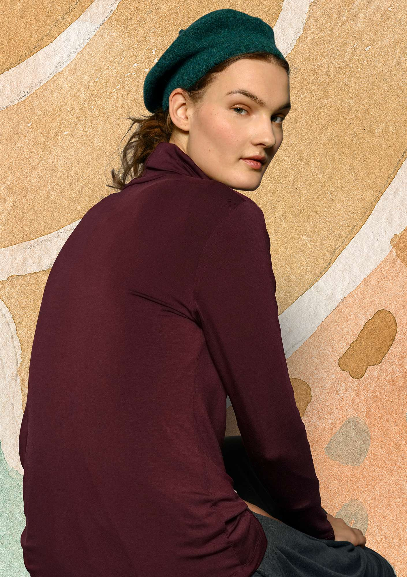 Solid-color turtleneck in lyocell/spandex aubergine