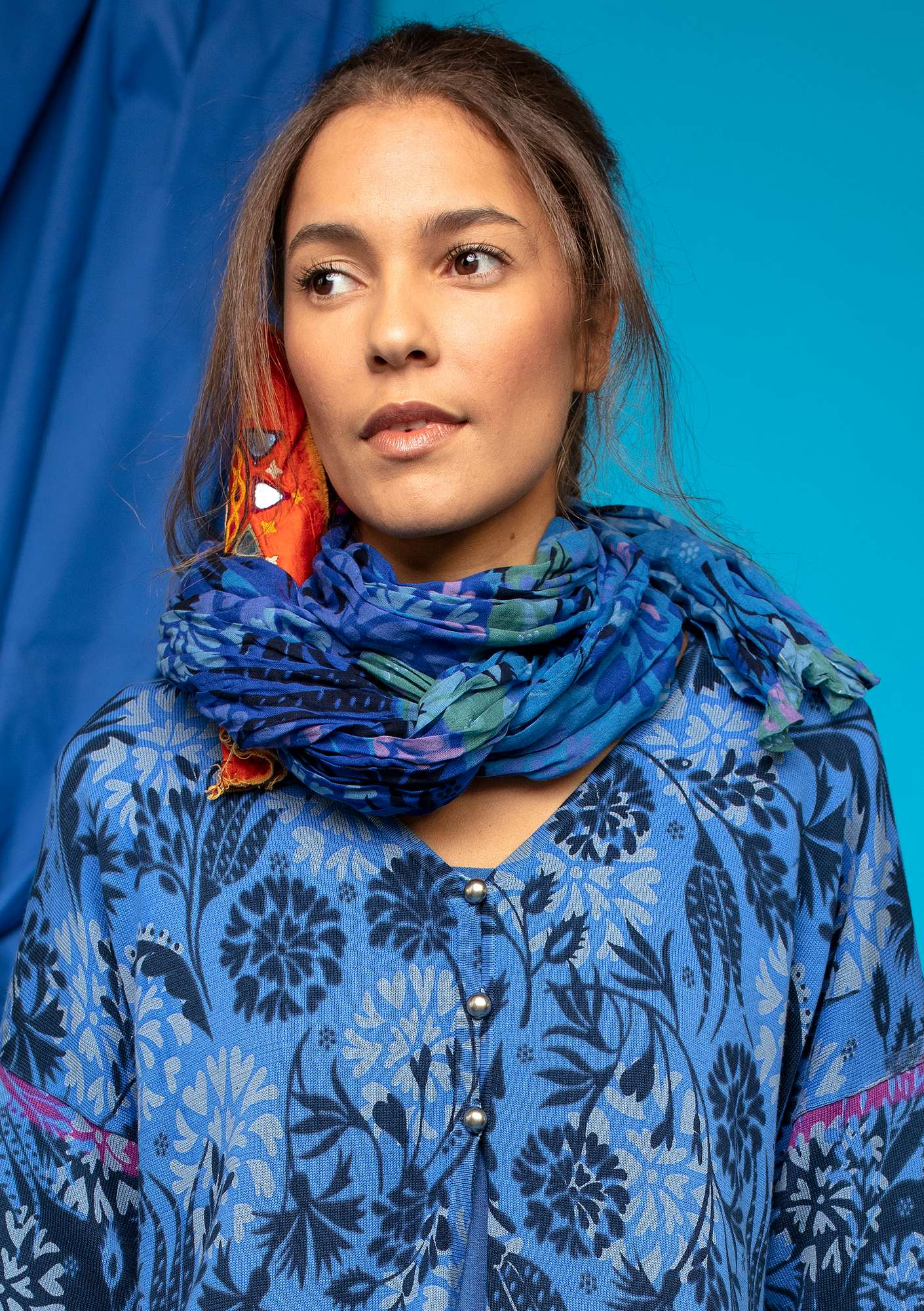 """Fiesta"" shawl in eco-cotton klein blue"