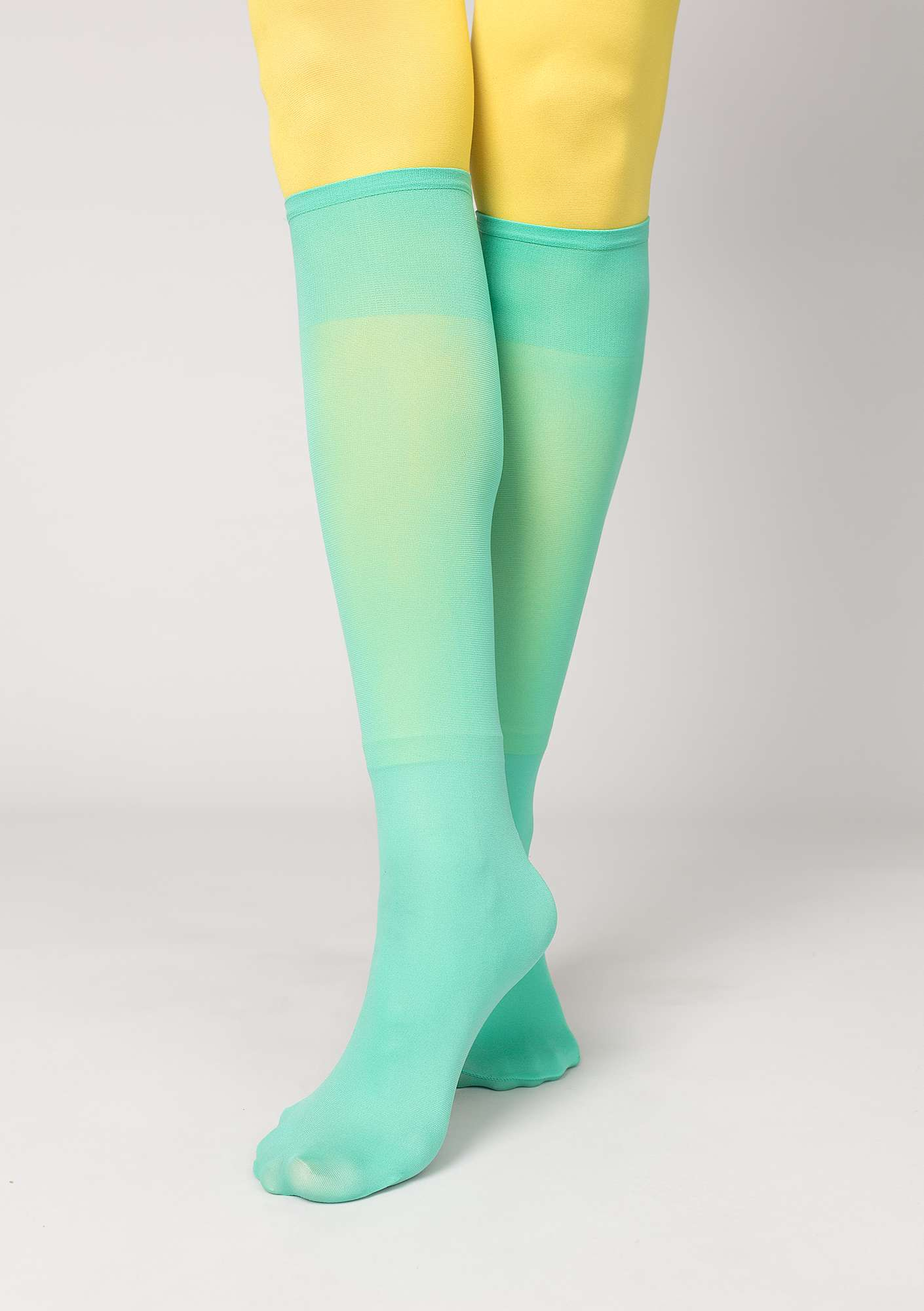 Knee-highs in recycled nylon pale orient green