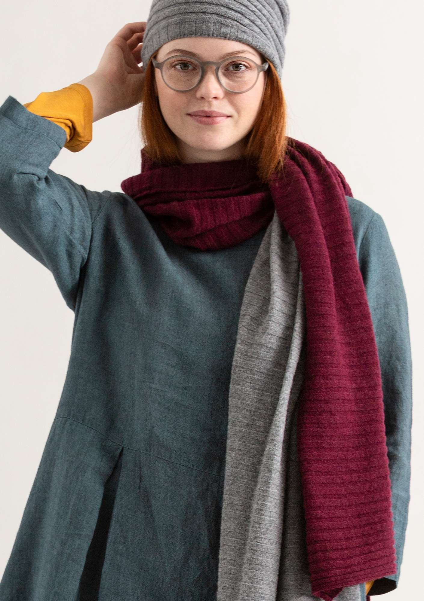 Pleated scarf burgundy