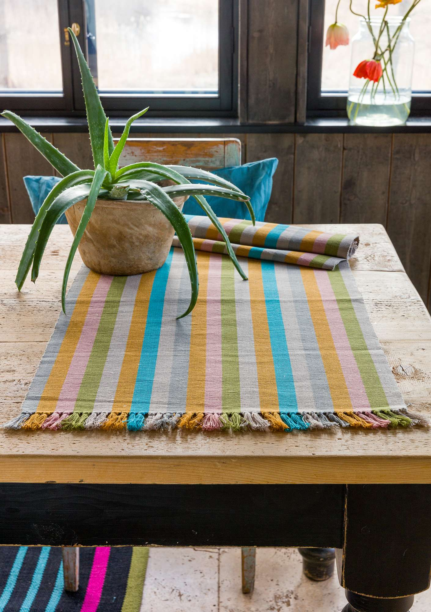 """Feliz"" linen/cotton table runner natural"