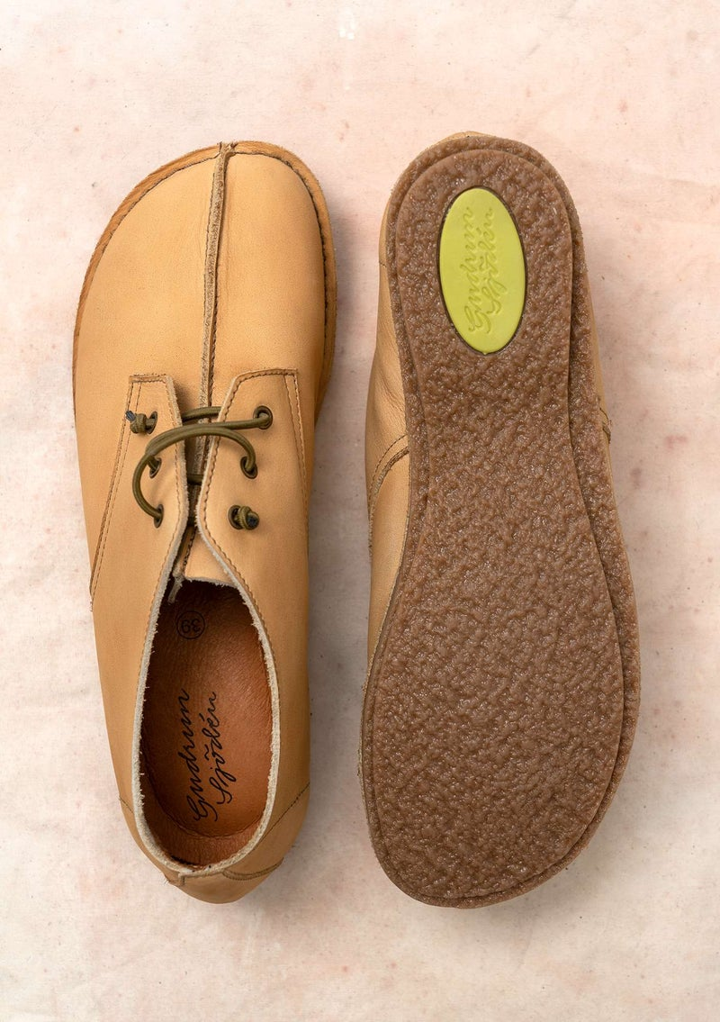 Walking shoe in nubuck oatmeal